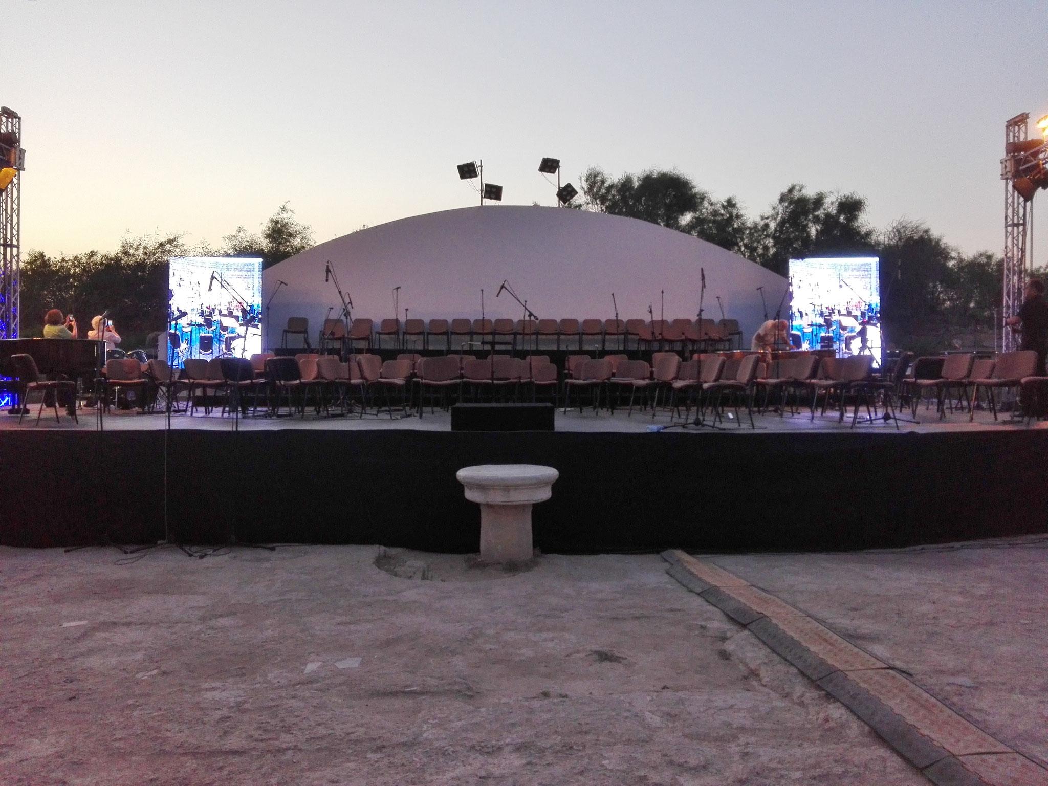 Die Bühne ist aufgebaut