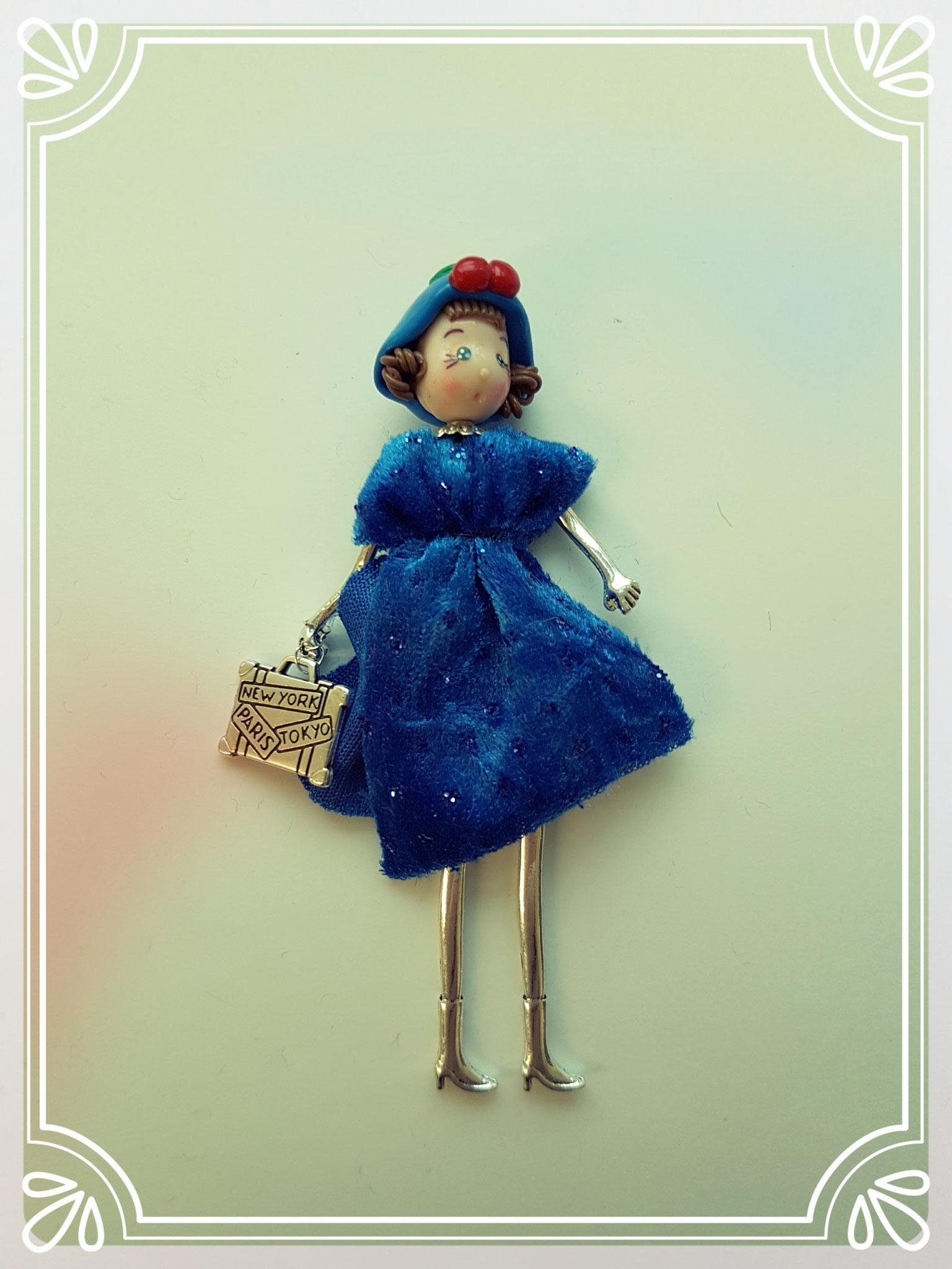 33880  Lady in Blau
