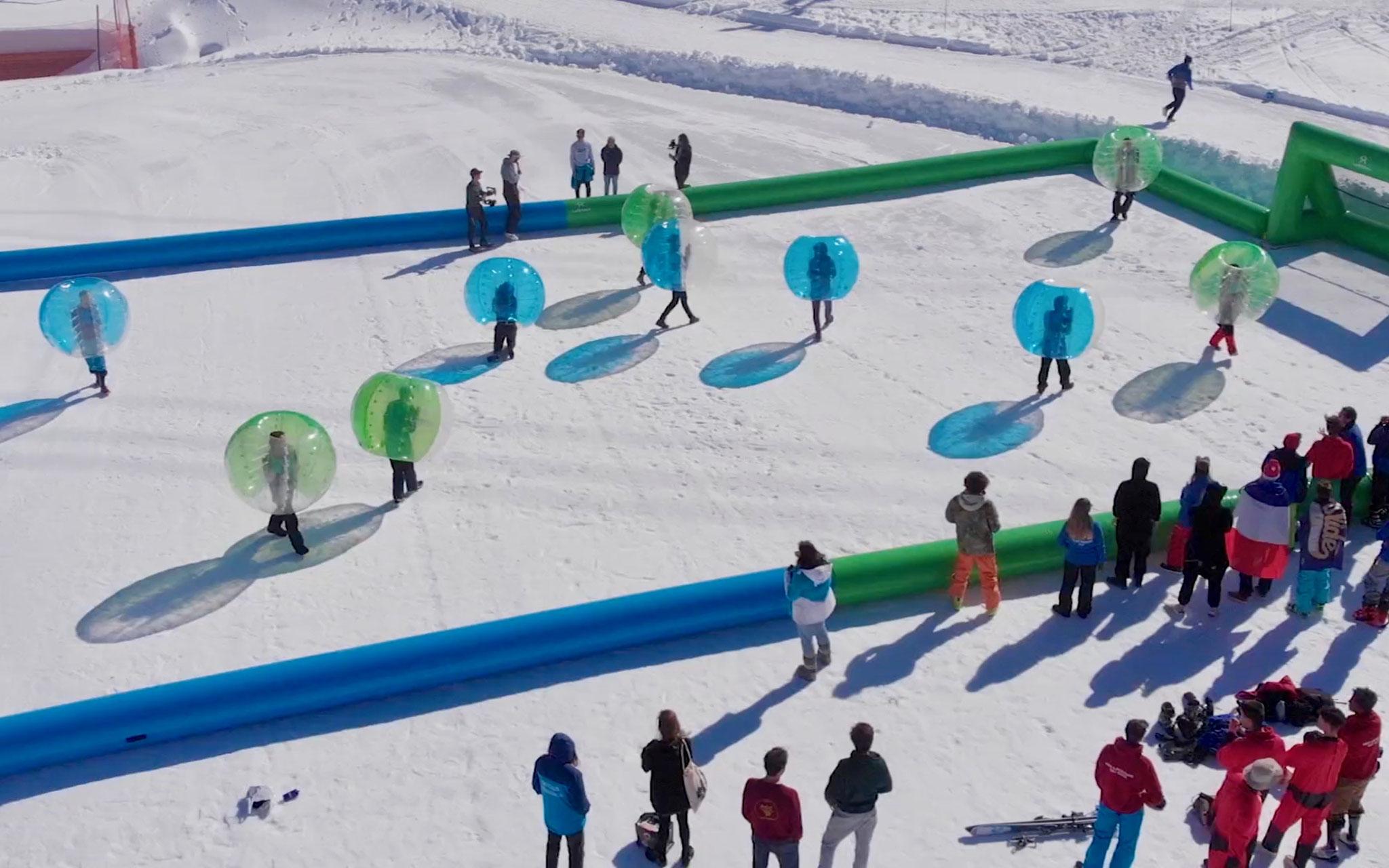 Bubble foot sur la neige pour team building à Val d'Isère