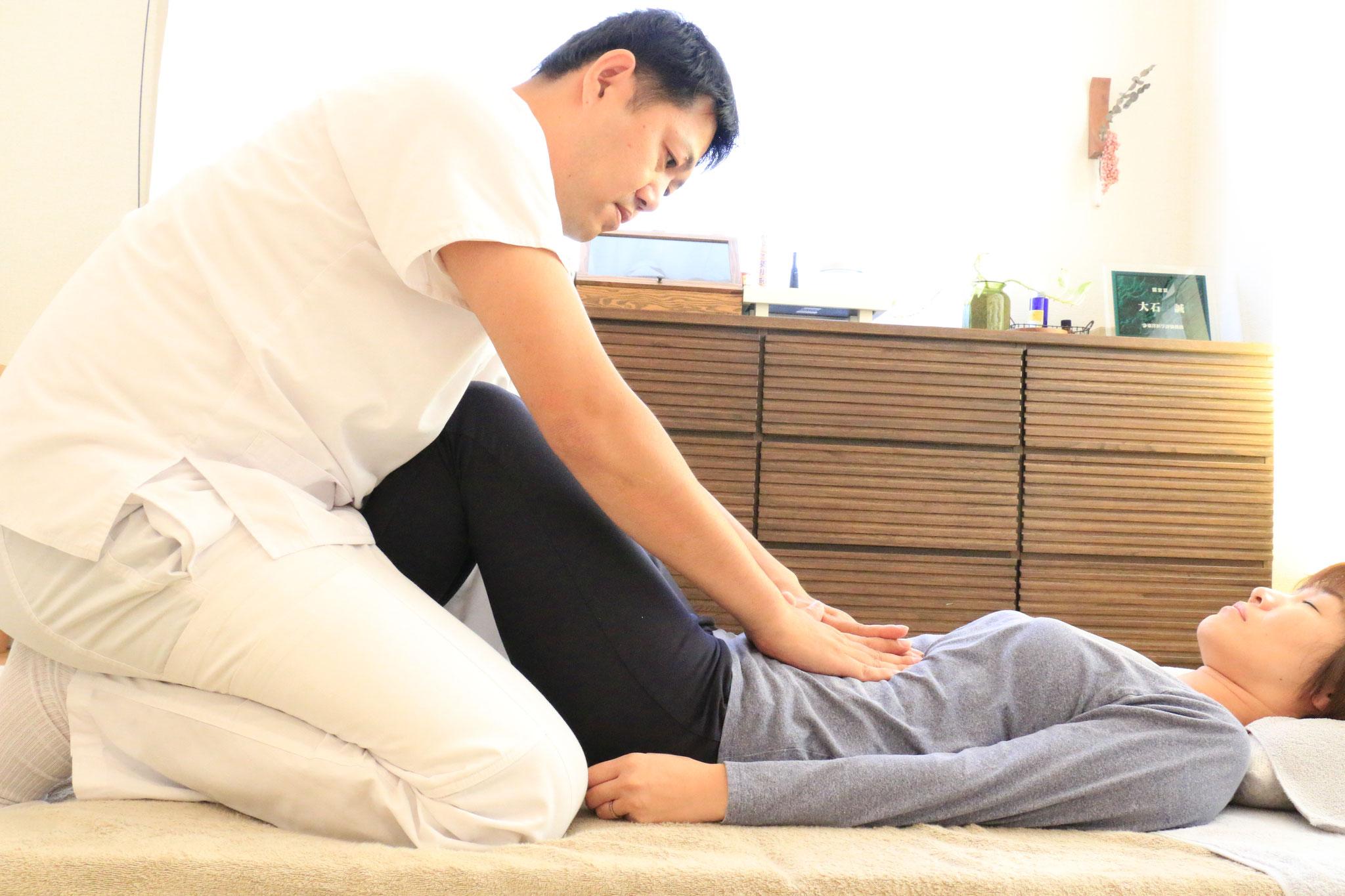 新日本延命療法。お腹の癒着を外し、お腹を柔らかく整えることで胃腸が整い、疲れにくい体へ。