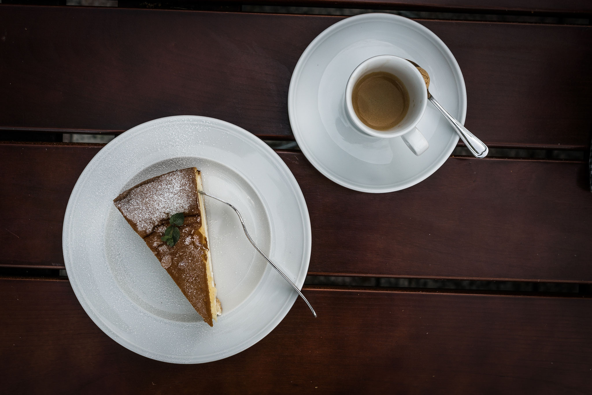 Kuchen aus der Bäckerei Lauermann in Gohrisch mit frischem Kaffee