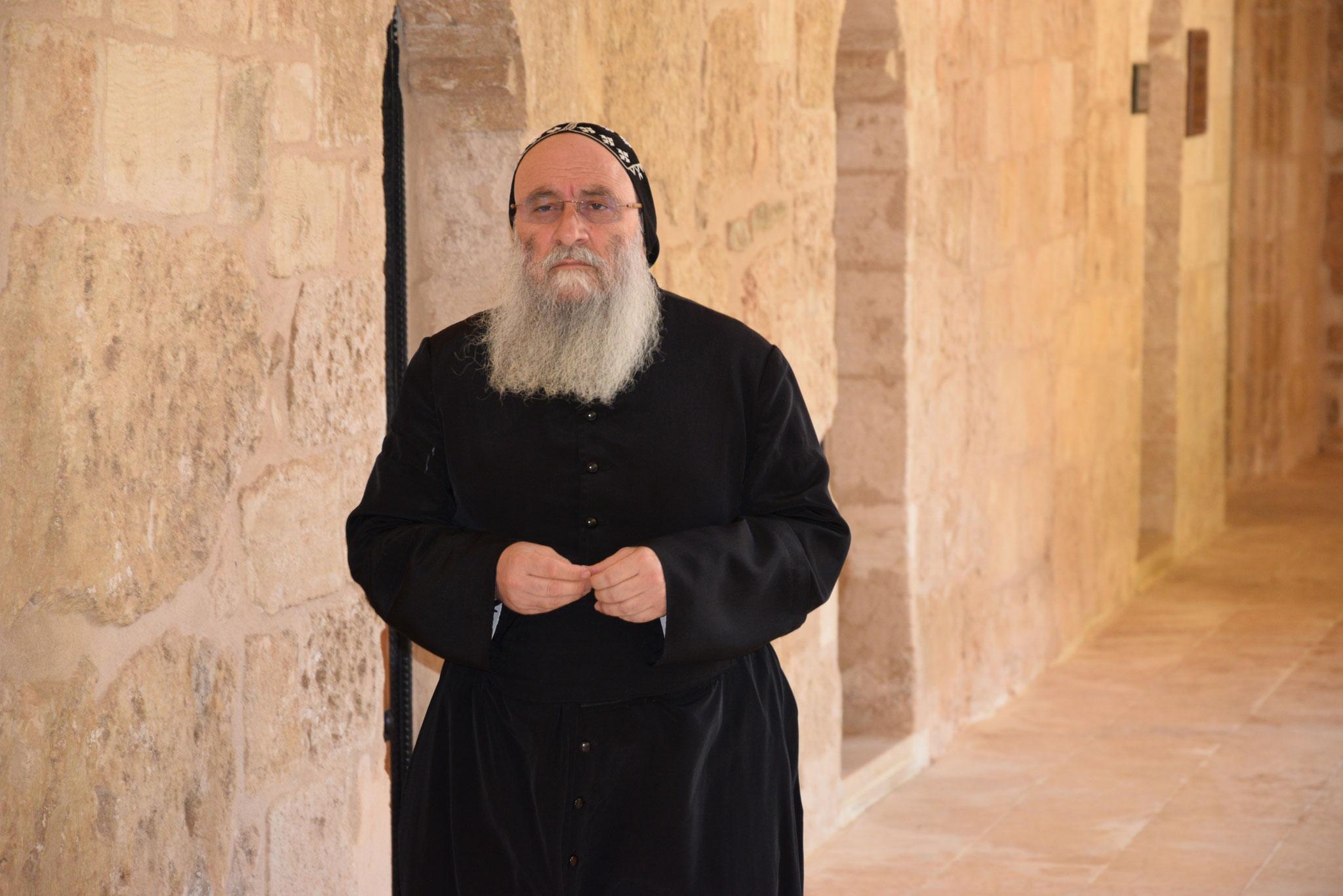Früher gab es zigtausende Mönche im Tur Abdin, heute nur mehr einige wenige. (Hier ein Mönch im Kloster Deyrulzafaran). Die Mönche (und Nonnen) sind aber immer noch eine prägende Kraft der Kirche vor Ort.