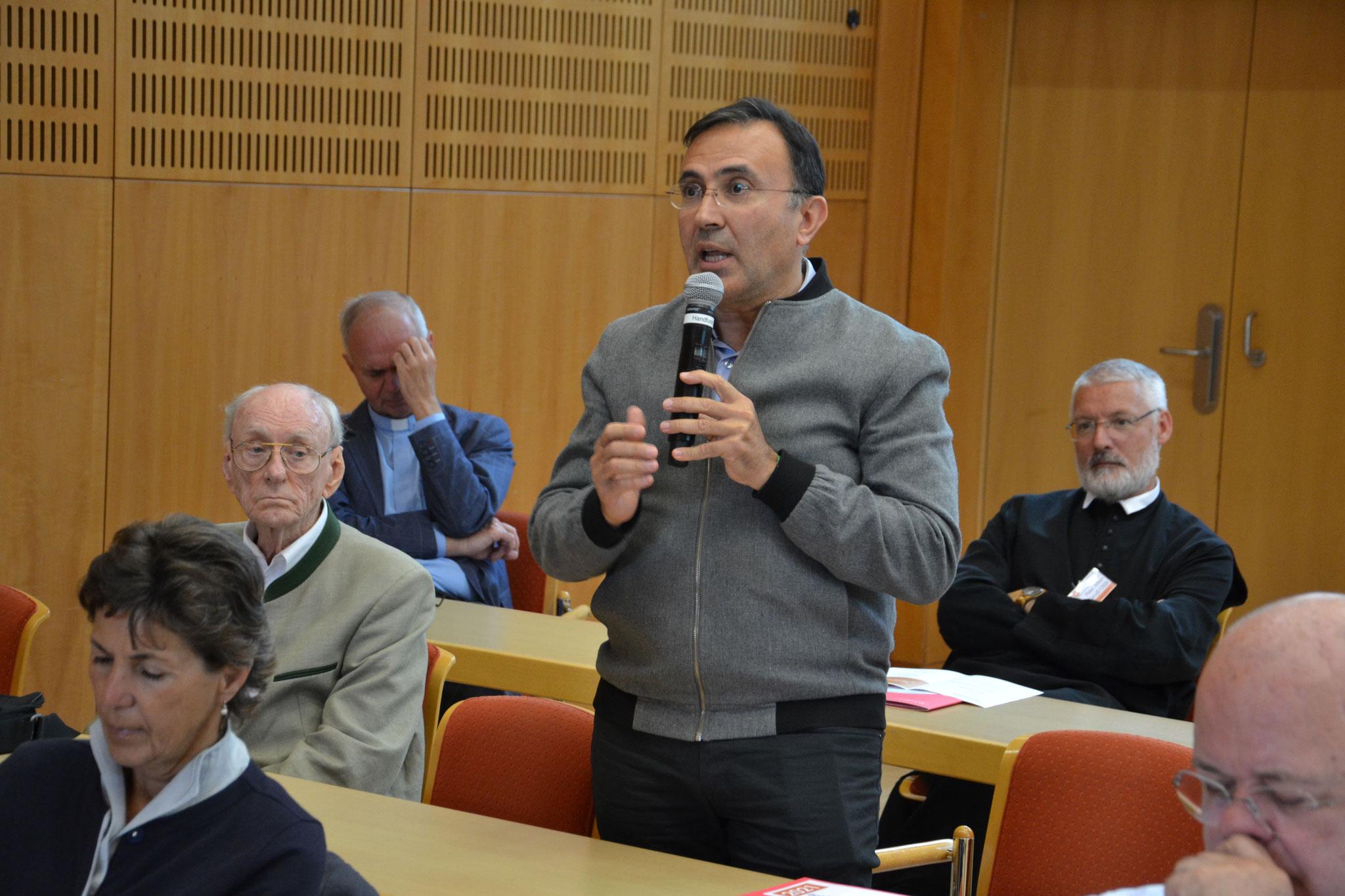 Wieder hat das Publikum engagiert mitdiskutiert bzw. sich mit Fragen an der Diskussion beteiligt.