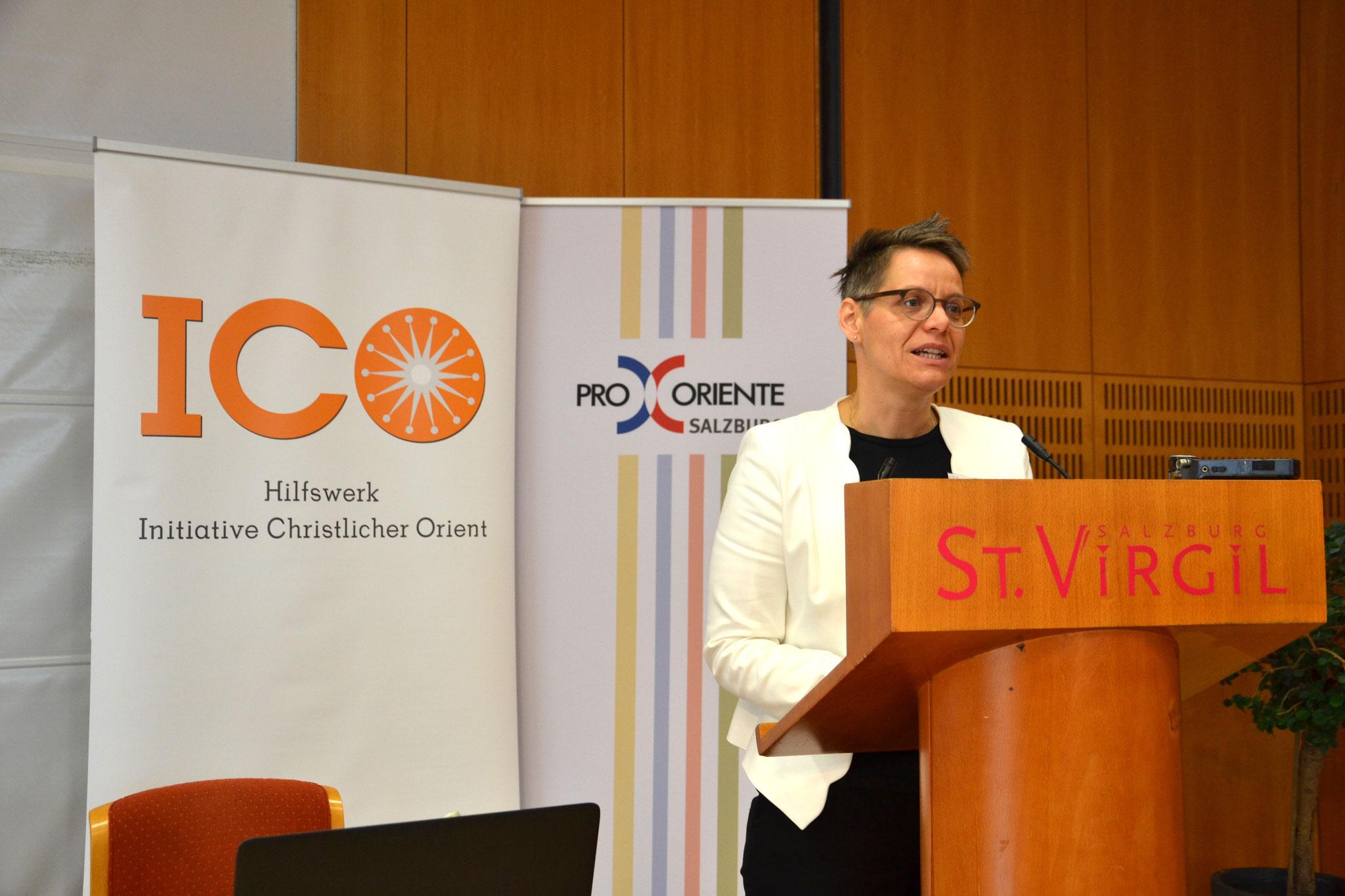 Regina Augustin, Vizevorsitzende der ICO, führte als Moderatorin durch den ersten Tag der Jahrestagung.