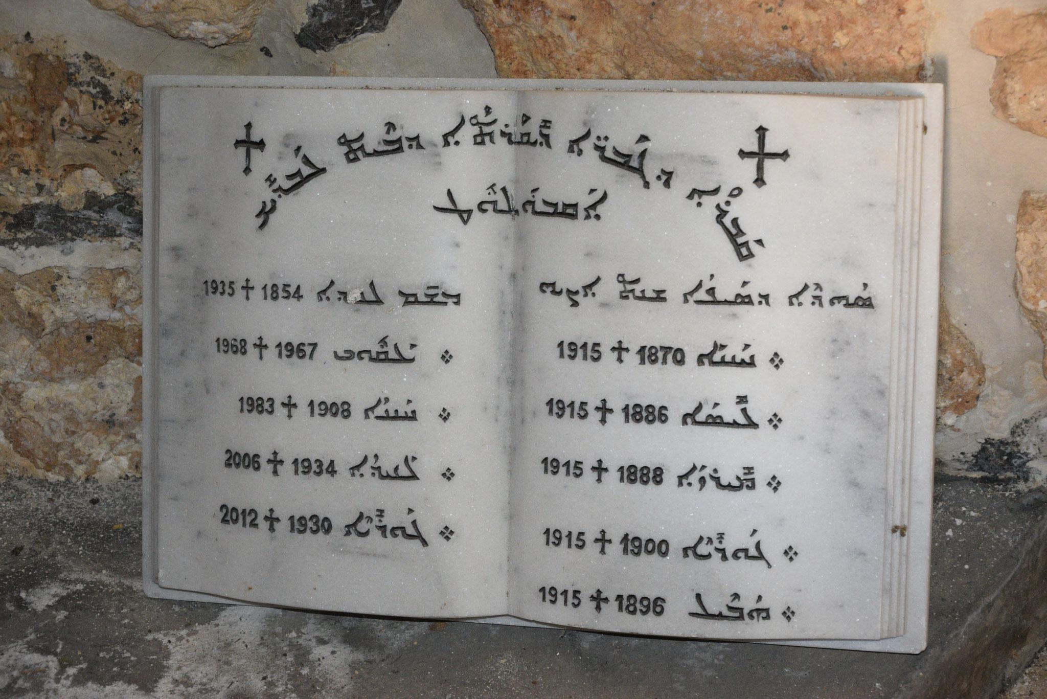 Eine Gedenktafel (in der Kirche von Inwardo) erinnert an die Opfer des Völkermordes an den Christen im Osmanischen Reich im Jahr 1915. Nicht nur armenische Christen, viele syrische Christen fielen dem Morden zum Opfer oder mussten ihre Heimat verlassen
