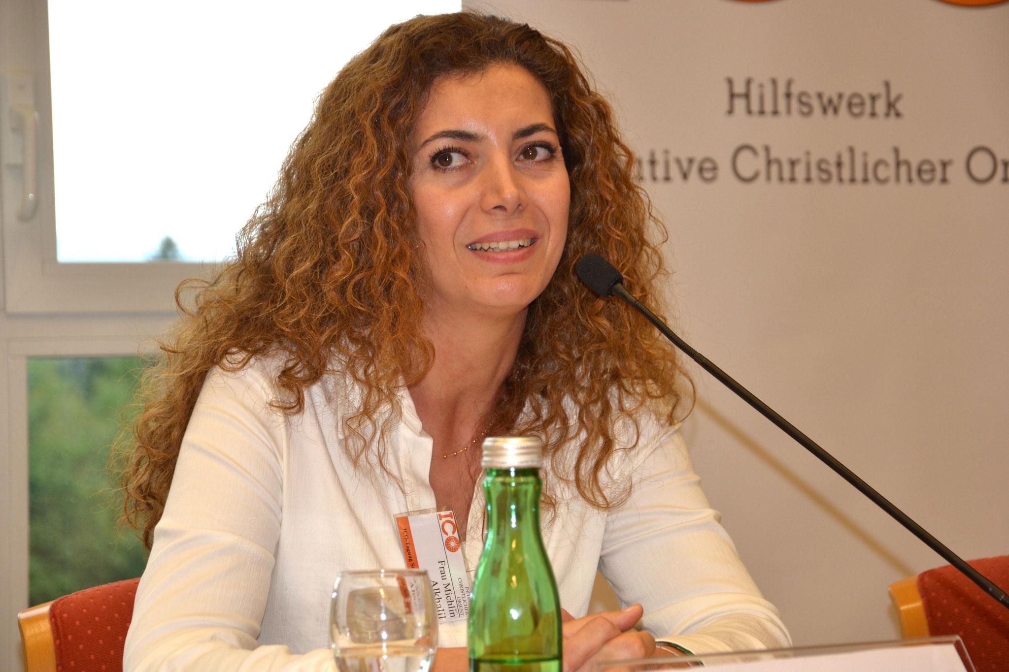 Michlin Alkhalil kam 2014 als Flüchtling aus Syrien nach Österreich. Der Anfang sei sehr schwer gewesen, berichtet sie. Die studierte Pharmazeutin erlernte rasch die Sprache und fand auch einen Job, wenn auch nicht in ihrem angestammten Beruf.
