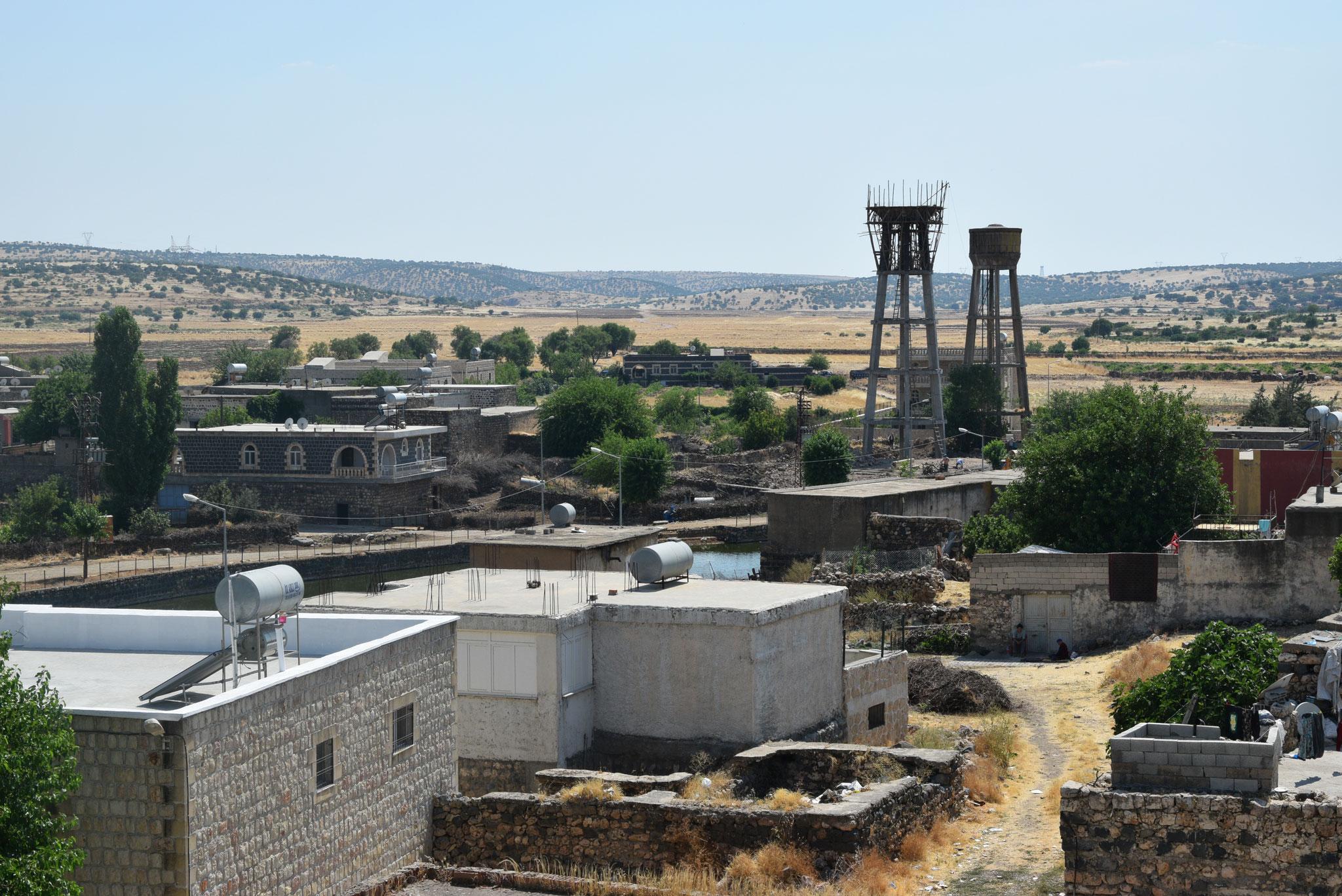 In ca. 30 kleineren Städten und Dörfern im Tur Abdin gibt es heute noch Christen. Das größte christliche Dorf ist hier zu sehen: Midun