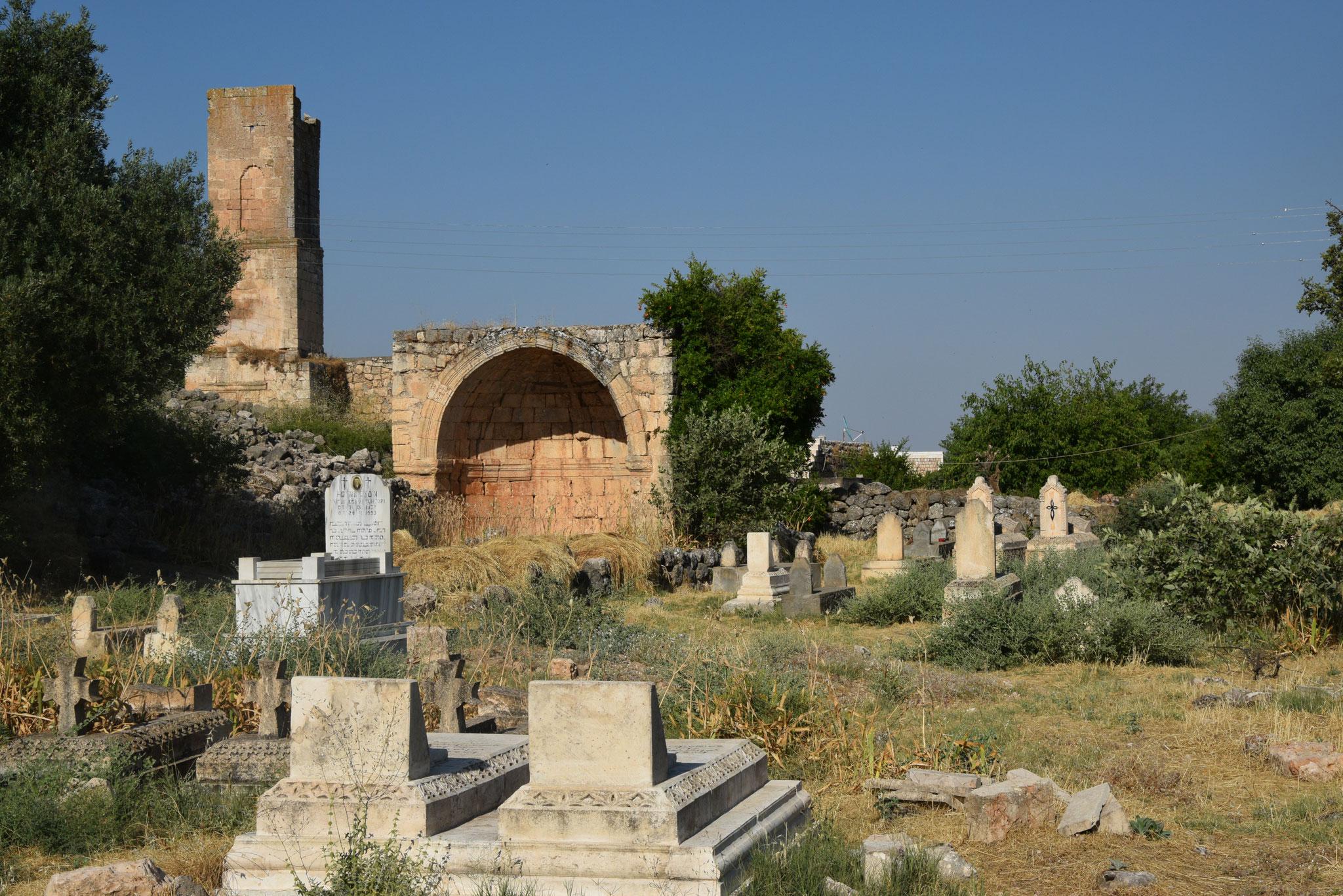 Im Dorf Hah gibt es freilich auch weitere alte und verfallene Kirchen. Wie auch an vielen anderen Orten des Tur Abdin. Die Christen bemühen sich aber, möglichst viele Kirchen zu erhalten oder auch neu zu renovieren.