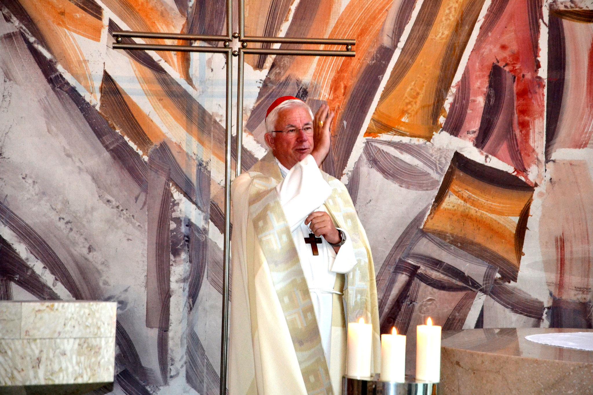 Der Salzburger Erzbischof Franz Lackner stand bei der Tagung einer Vesper vor.