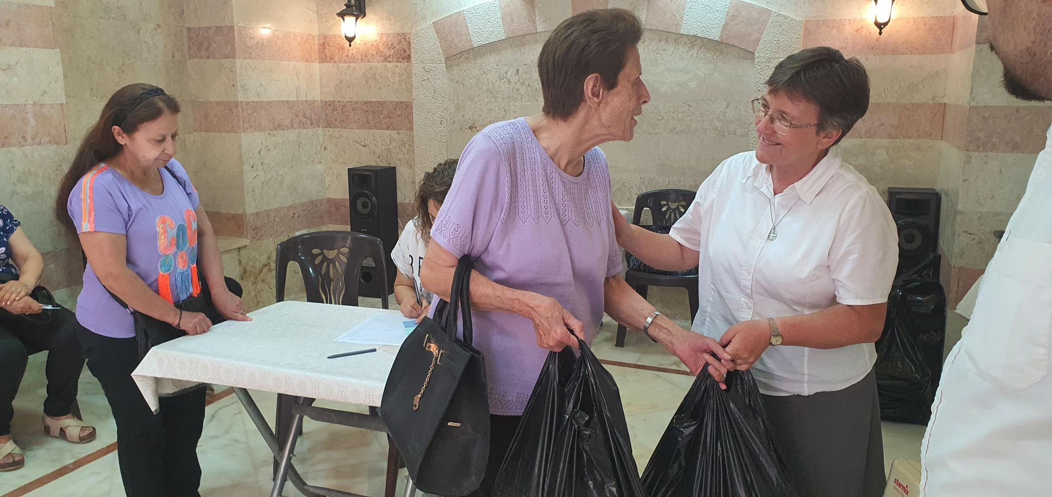 Lebensmittelverteilung durch die Pfarre St. Francis in Aleppo