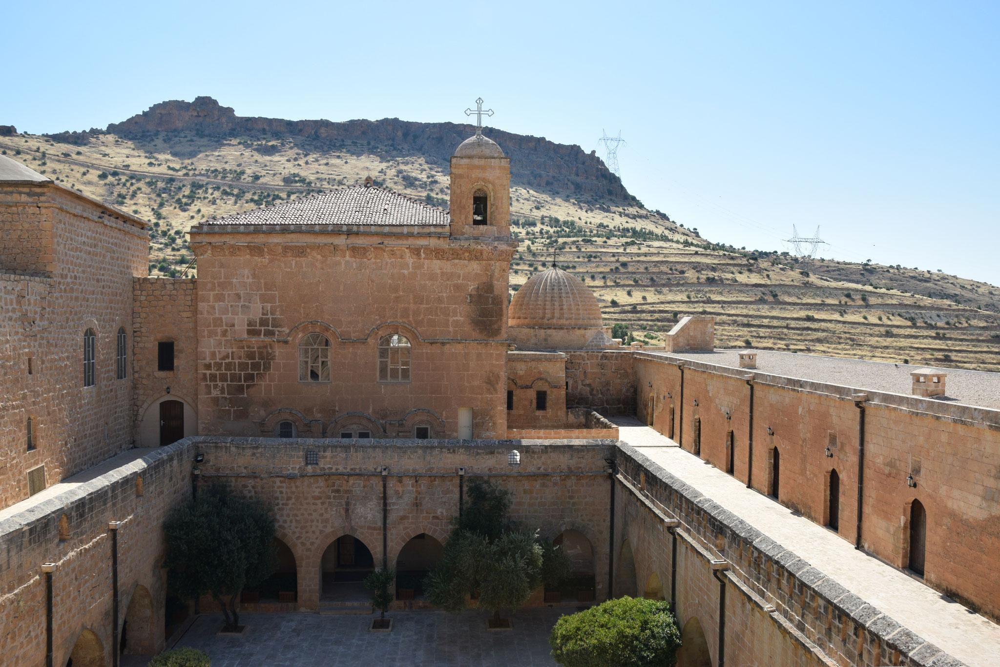 Die teils uralten Klöster des Tur Abdin (hier das Kloster Deyrulzafaran, das auf das 5. Jahrhundert zurückgeht) sind die christlichen Zentren der Region.