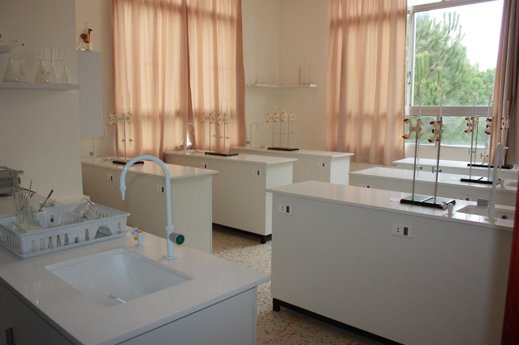 Von der ICO finanzierter Chemiesaal in der Schule der Karmeliten in Kobayat