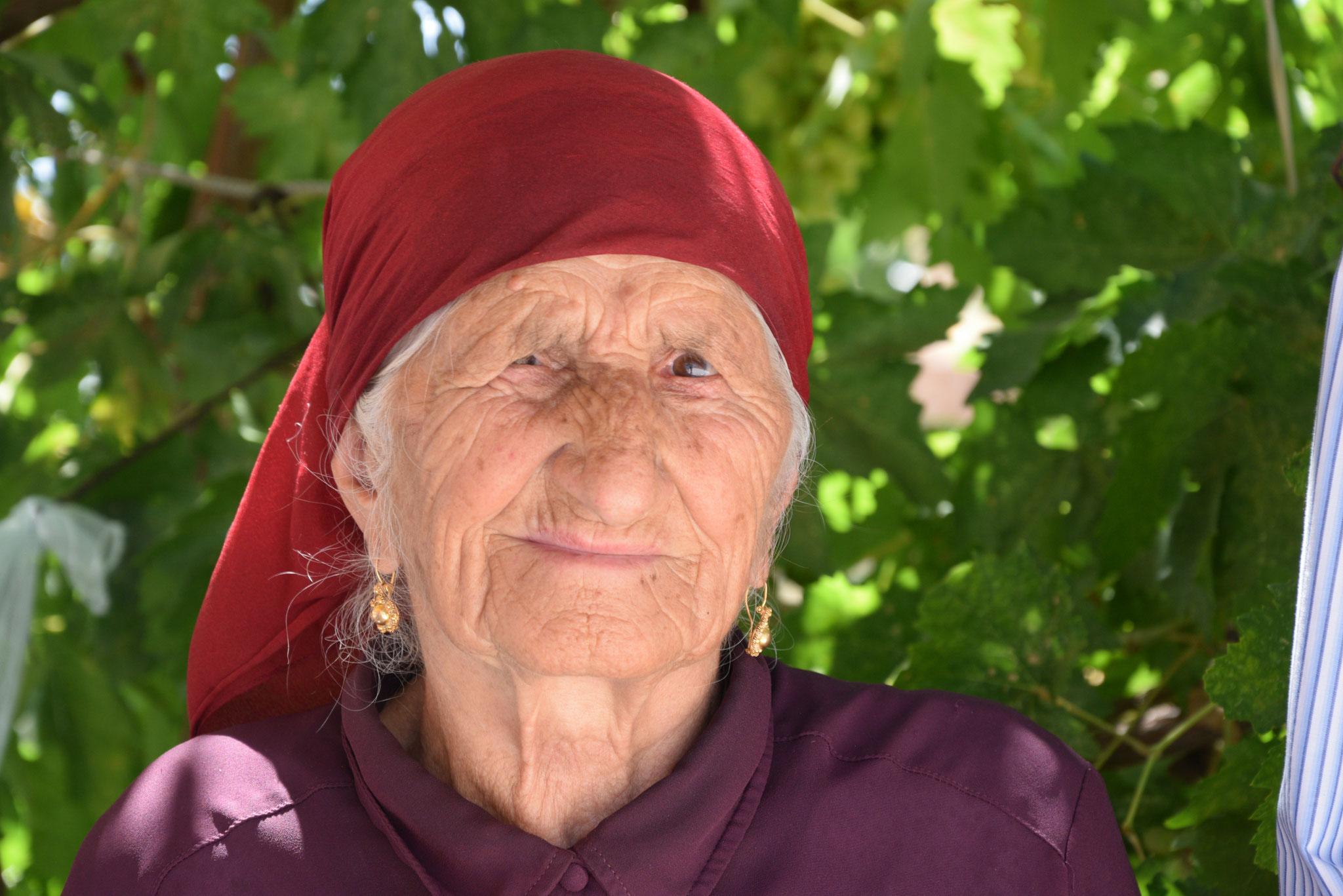 Die meisten jungen Christen sind längst aus dem Tur Abdin ausgewandert. Zurückgeblieben sind die Alten. (Hier eine christliche Bewohnerin des Dorfes Anhel.)