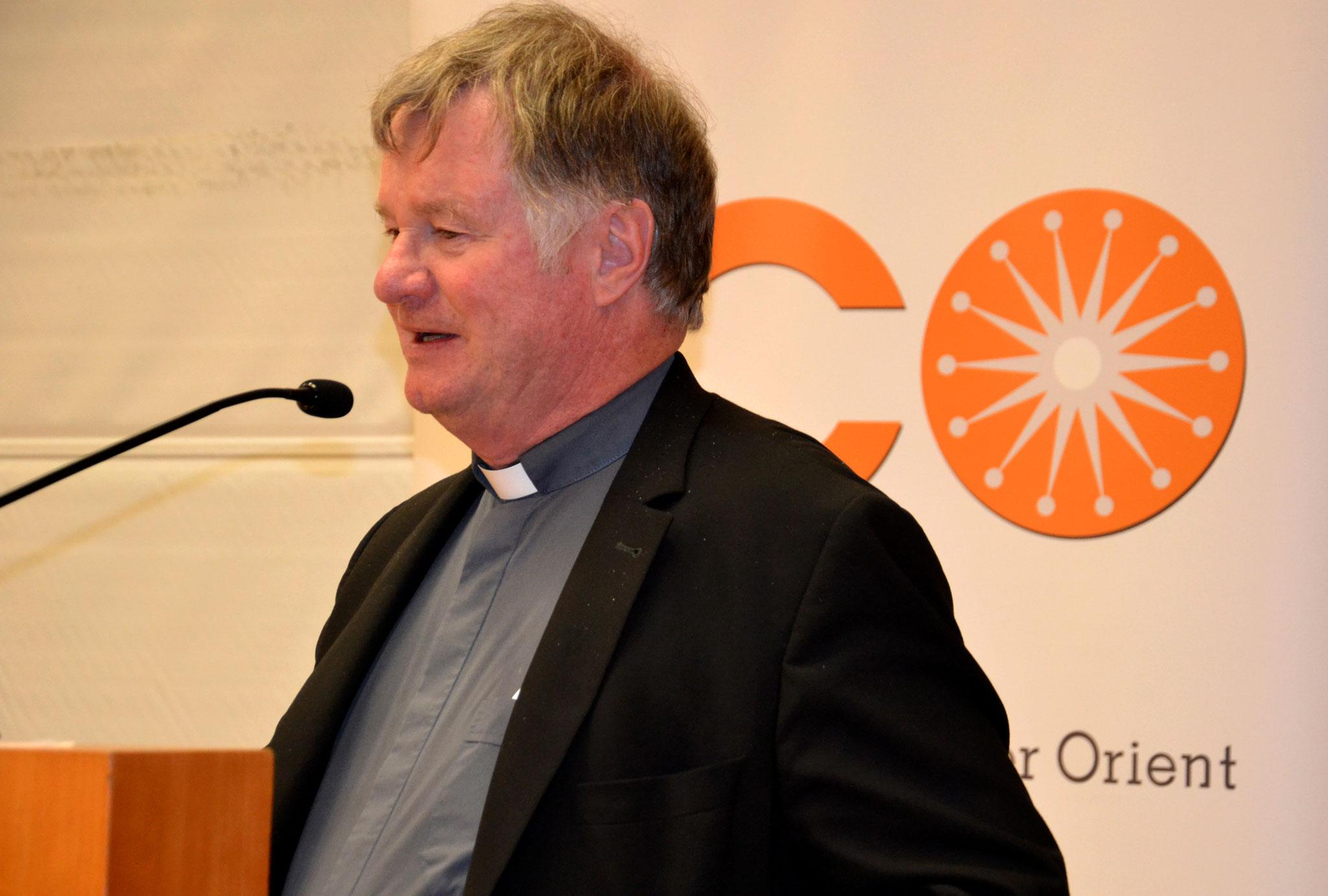 """Bischof Scheuer rief zu einem neuen """"Wir""""-Gefühl auf. Ohne gesamtgesellschaftliche Solidarität lasse sich die Herausforderung Migration nicht bewältigen, sagte der Bischof."""