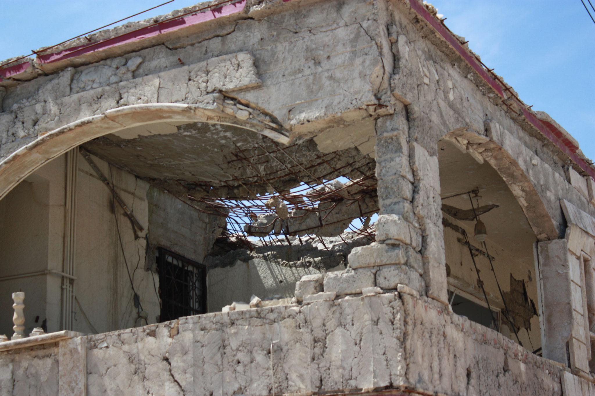 Zerstörtes Haus in Telskof in der Ninive-Ebene