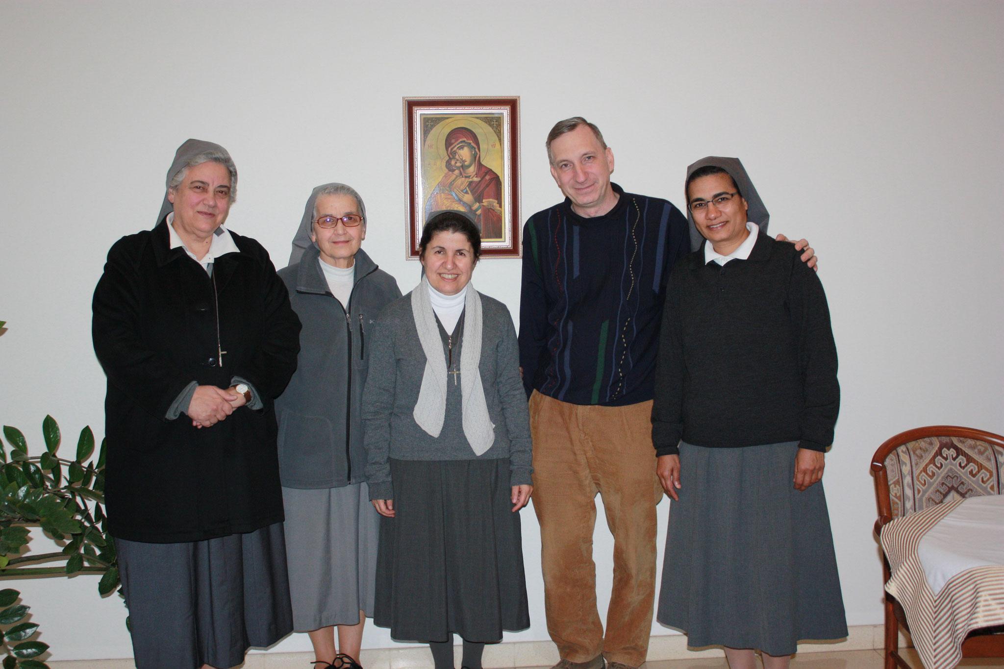 ICO-Projektkoordinator Stefan Maier mit dem Provinzrat der Schwestern von Besancon