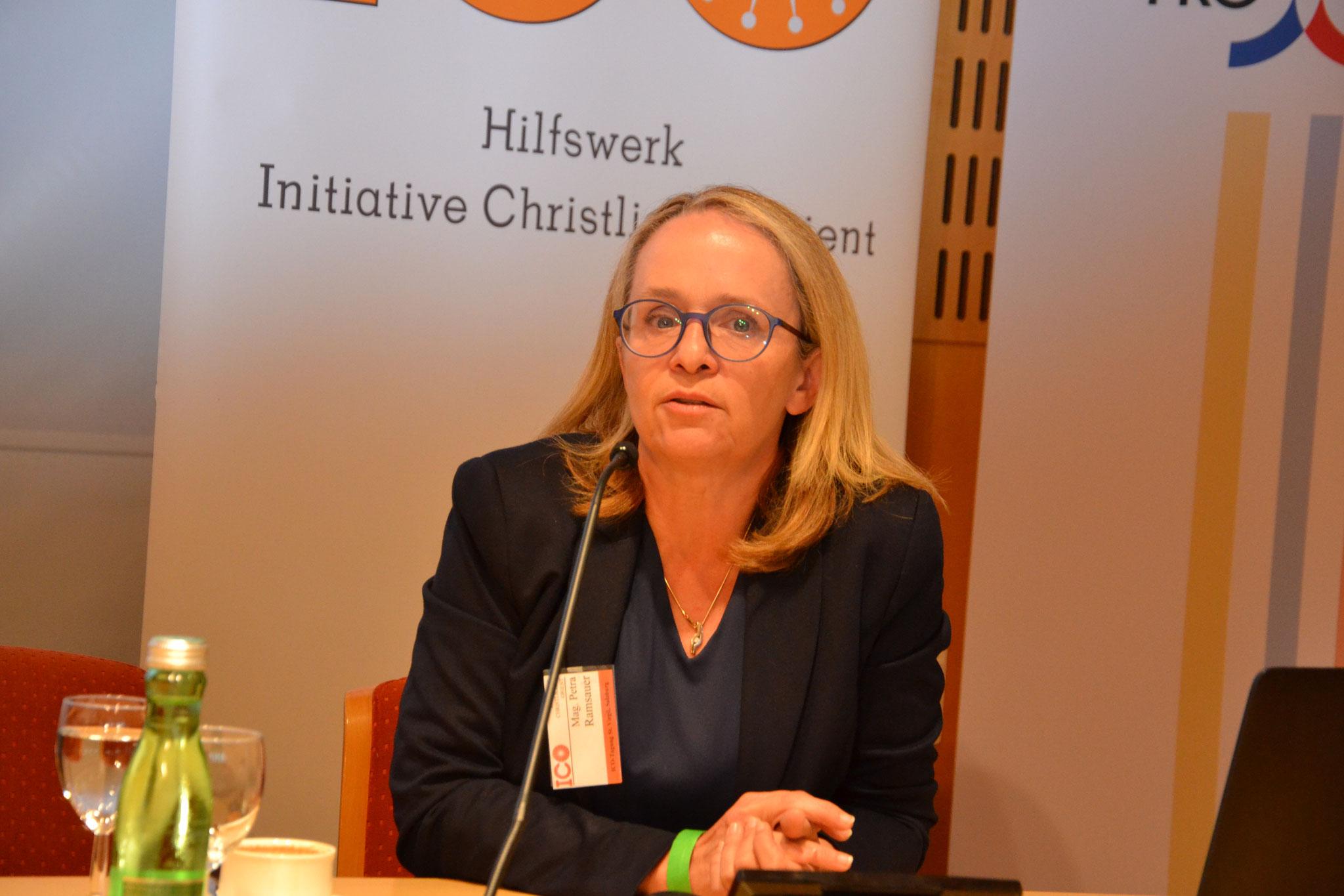 Die ehemalige Kriegsberichterstatterin und jetzige Psychotherapeutin Petra Ramsauer berichtete über die Situation der Christen im Irak. Sie war rund 25 Mal vor Ort im Land.