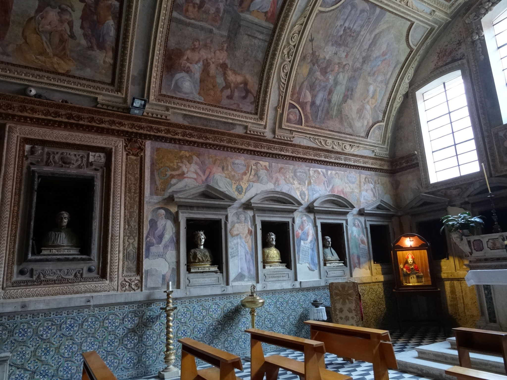 Busti dei SS Eunomio vescovo, Orsola, Primiano e Pascasio abate. Le scritte alle basi dei busti sono errate