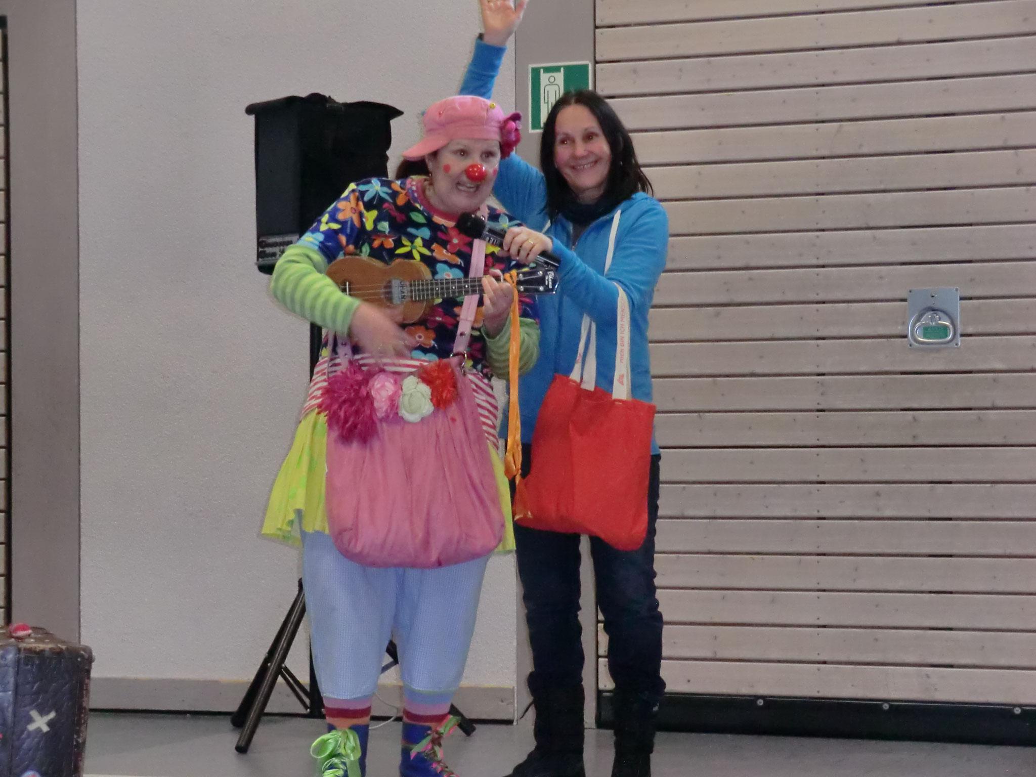 Allen krnken Kindern lassen die Clowns ein Geschenk da - damit sie schnell wieder gesund werden!