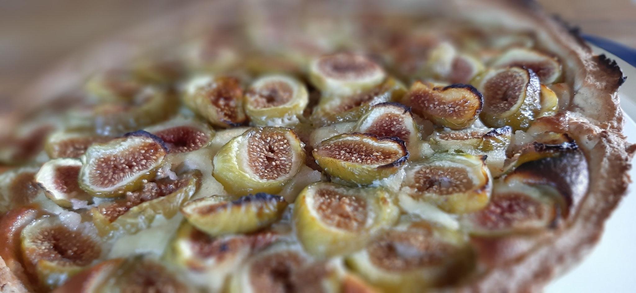 Préparation d'une tarte aux figues