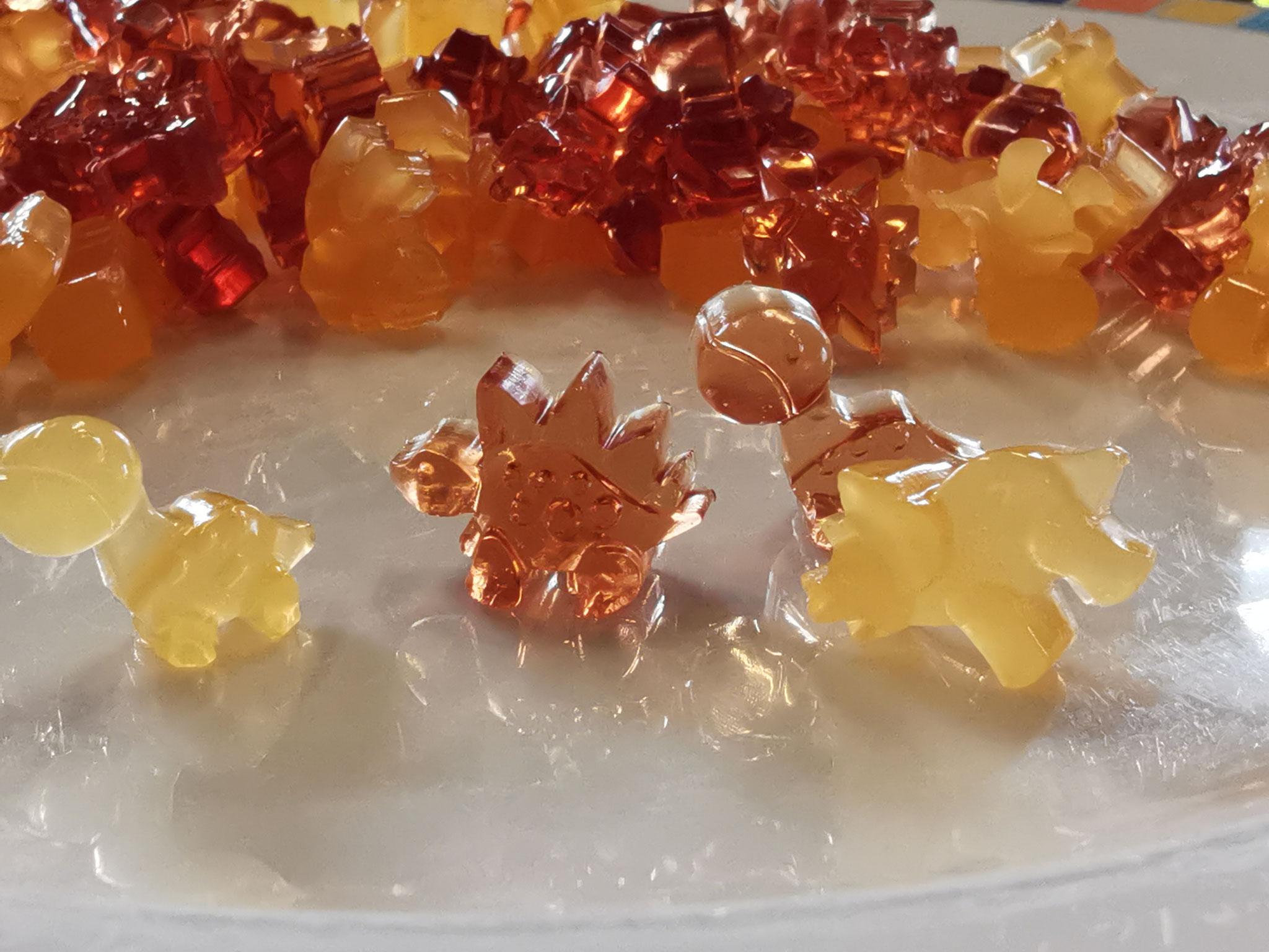 Selbstgemachte, zuckerfreie Gummibärchen (ich arbeite noch am besseren Rezept)