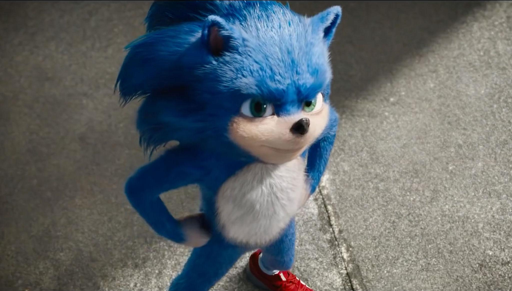 Kommt zwar aus dem Computer, sieht aber ein bisschen aus wie ein Darsteller im billigen Fell-Kostüm: Sonic als Leinwand-Star.