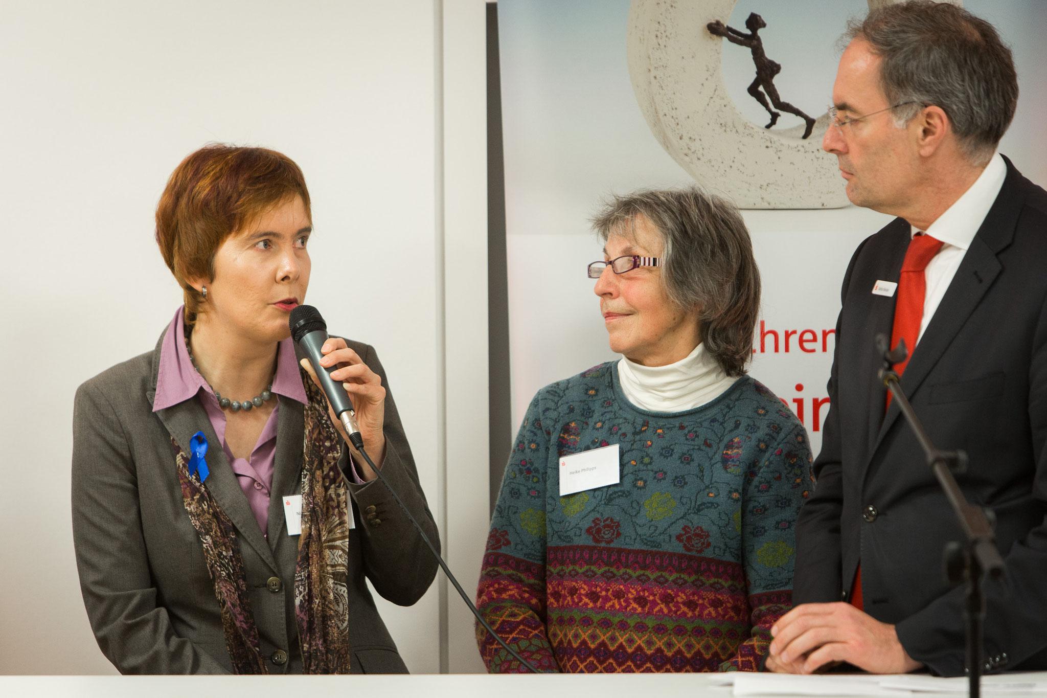 v.l. Nicole Krüger, Heike Philipps (1.Preis der Igel-Schutz-Initiative),Pressesprecher Spk. Hannover Stefan Becker