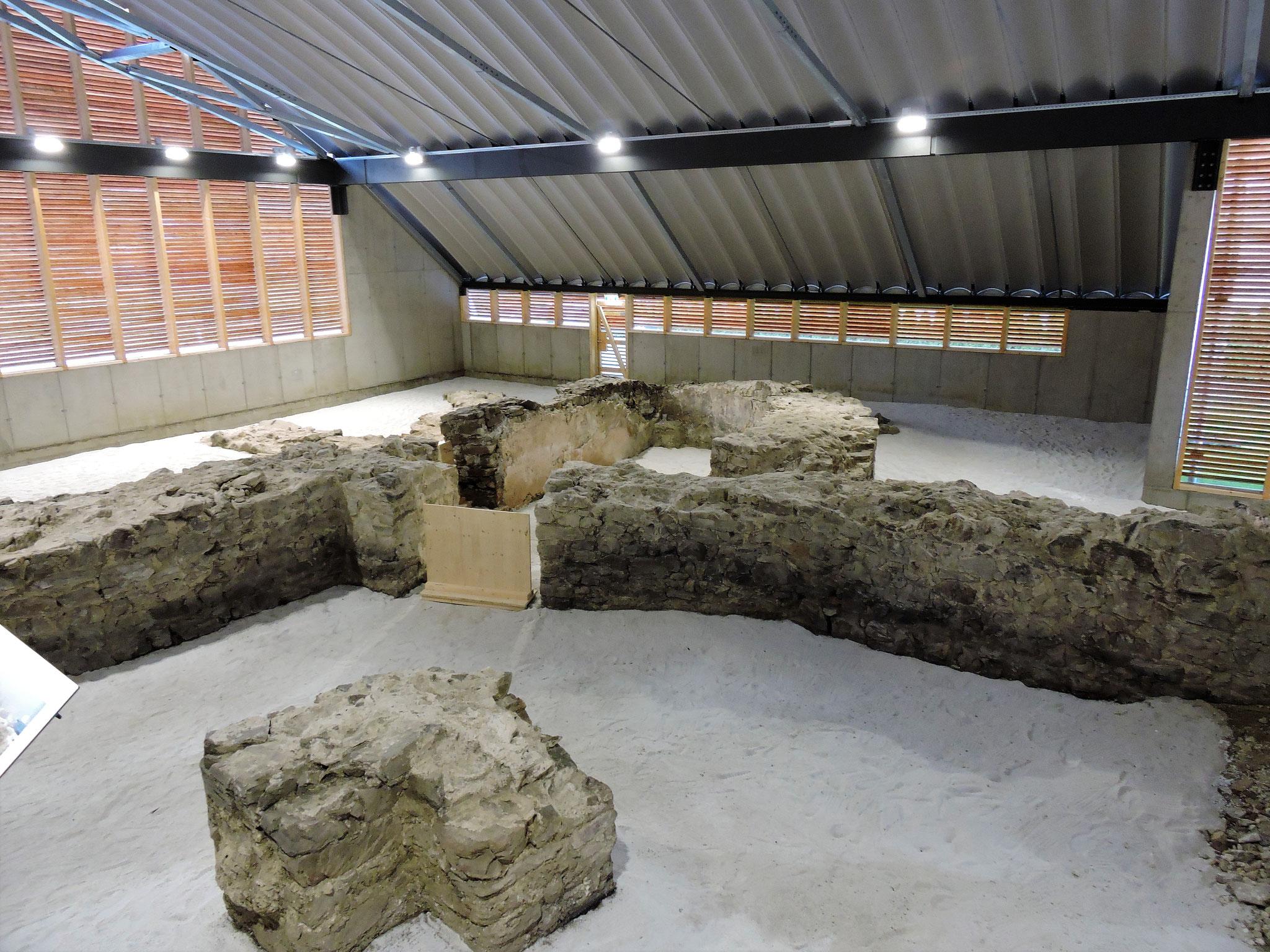Im Westturm war die Badeanlage für die Legionäre untergebracht ©B. Bichler