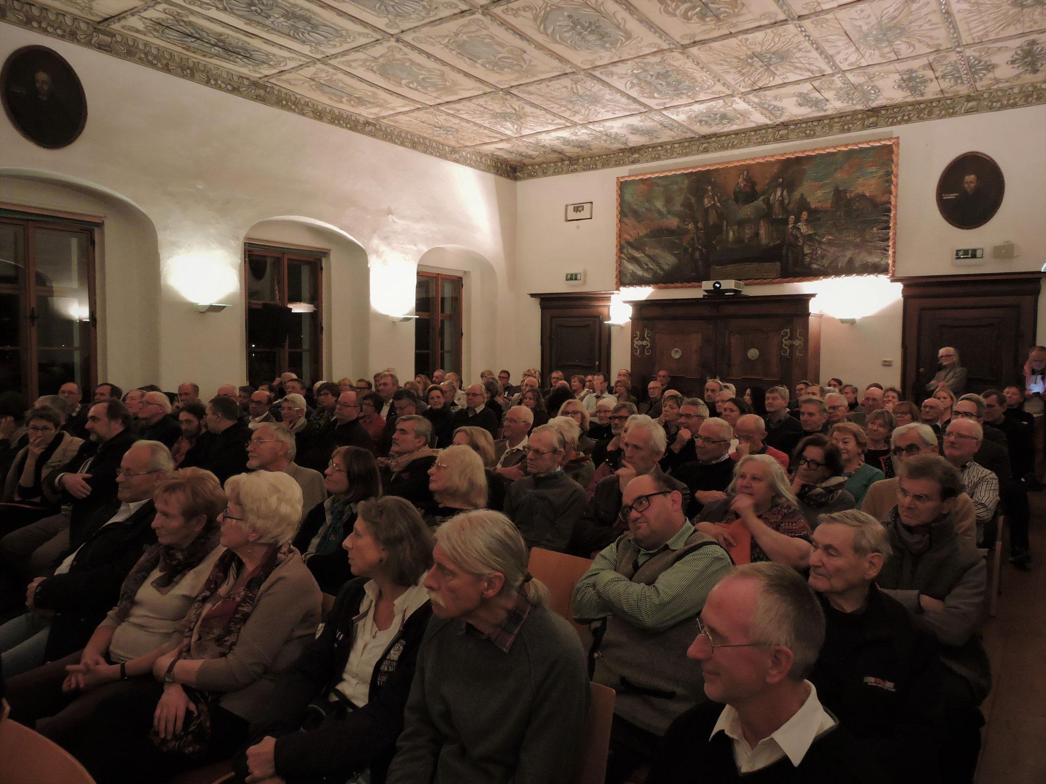 Der Klostersaal war wieder bis zum letzten Platz gefüllt ©B. Bichler