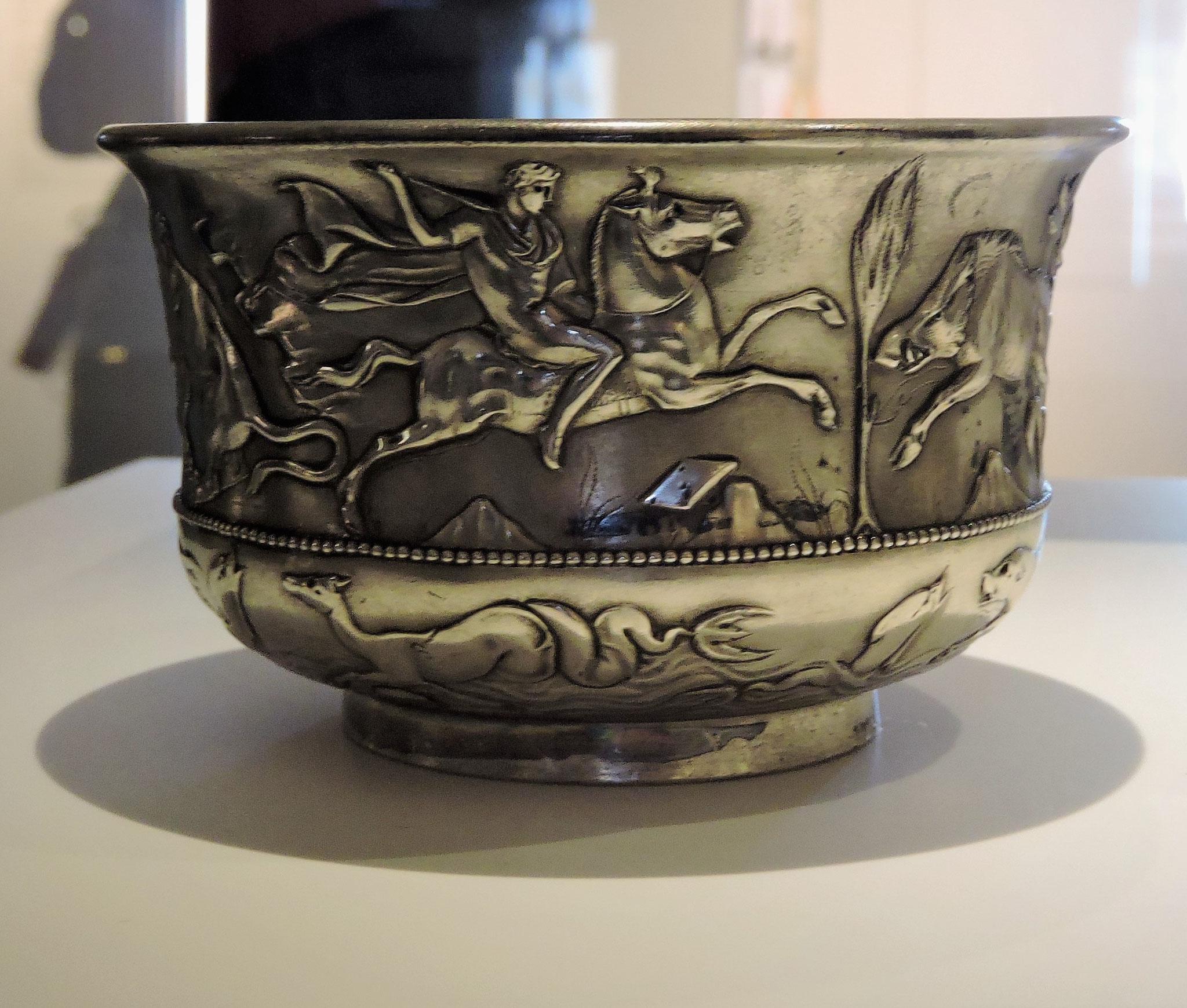 Silberschale aus einem Hortfund ©B. Bichler