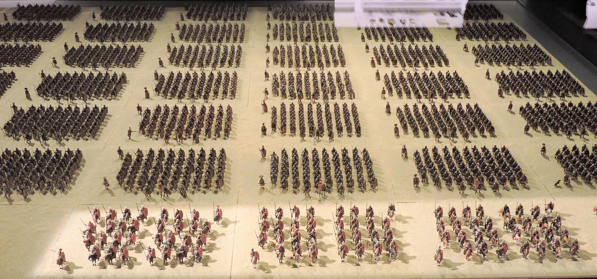 Eine Legion - 6000 Legionäre - aufgestellt nach Kohorten illustrieren die militärische Bedeutung von Lauriacum ©B. Bichler