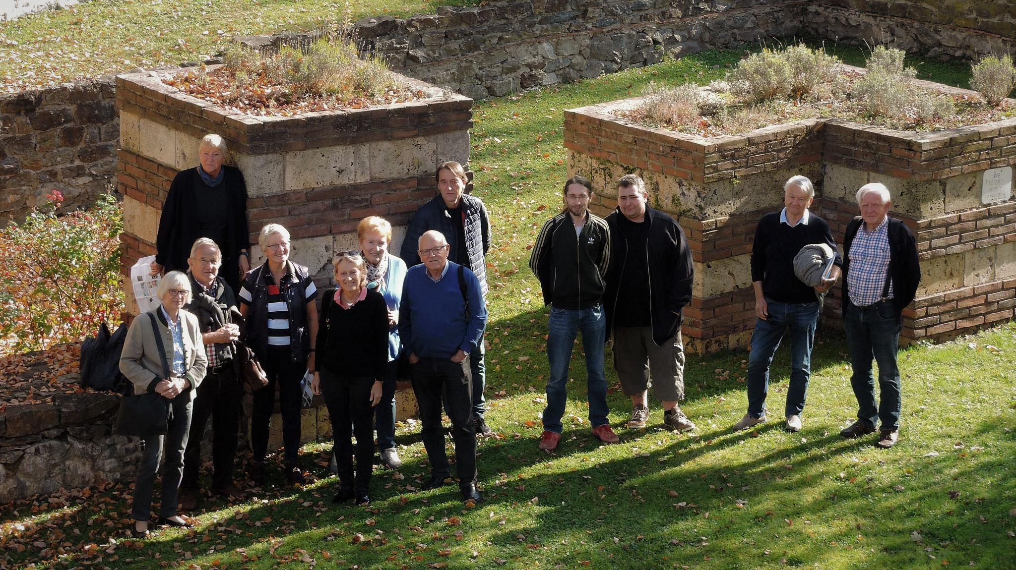 """Unsere Gruppe auf Entdeckungsreise in Passau - in den Resten des Kastells """"Boitro"""" ©B. Bichler"""