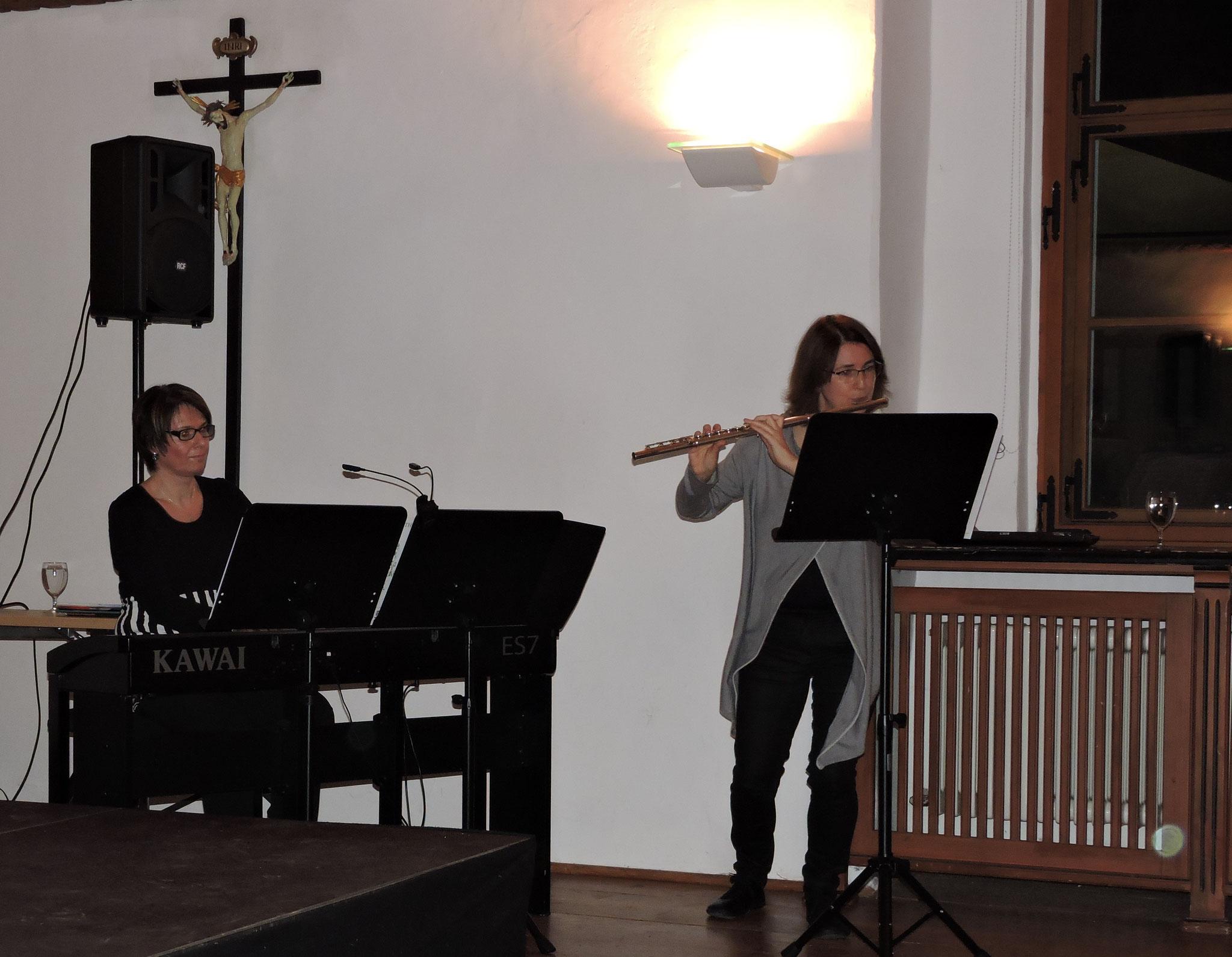 Stimmungsvolle Musikbegleitung durch Sonja Hofer und Beate Kirchner ©B. Bichler