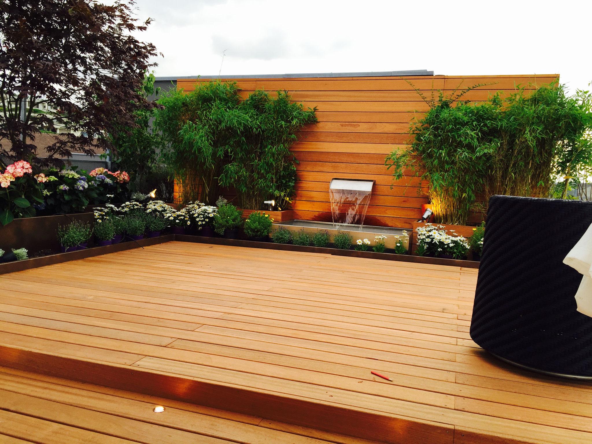 Dachterrasse Holzdeck mit Wasserspiel in Meilen