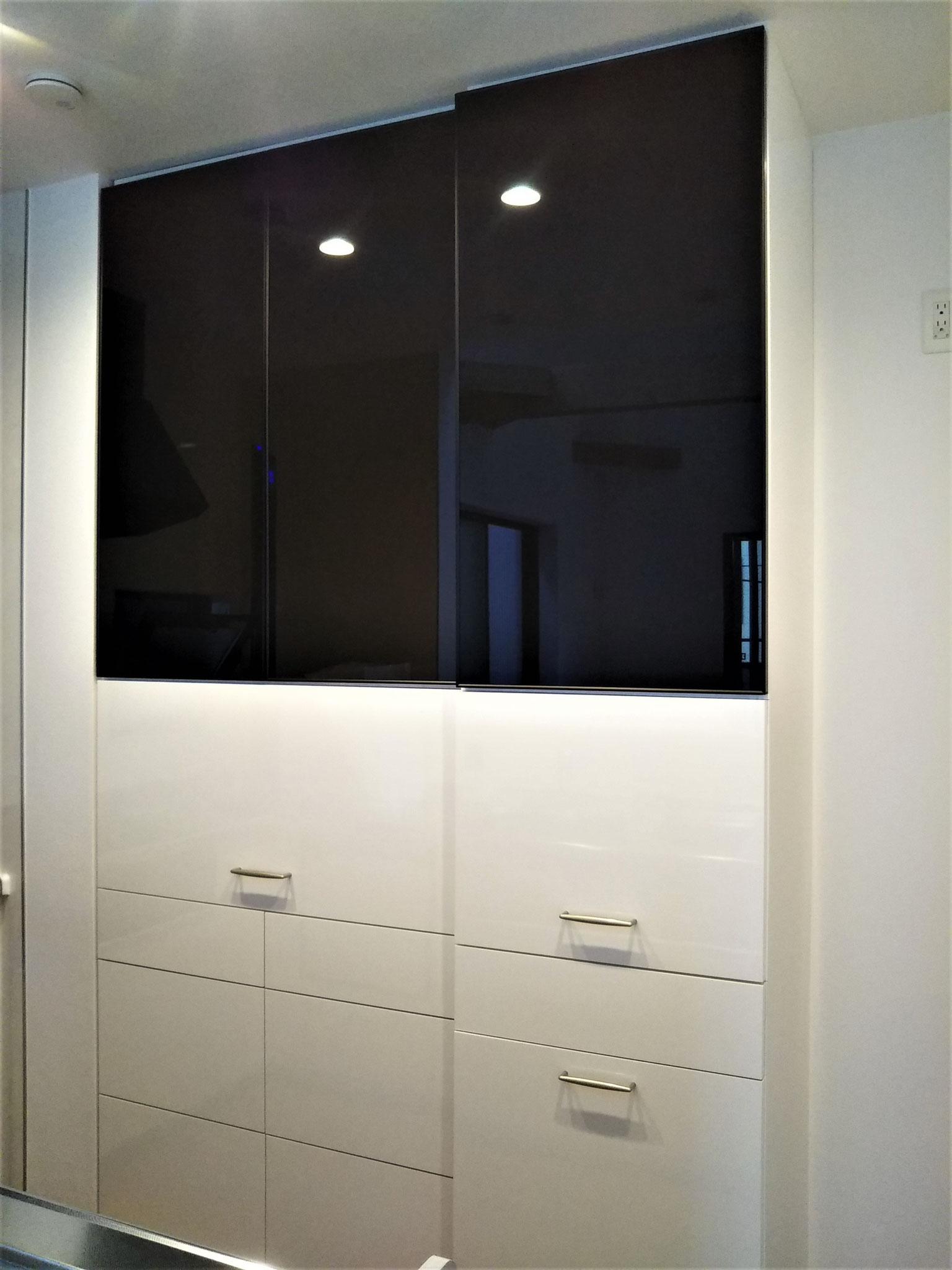 キッチン収納 カップボード ブラックガラス デザイン家具