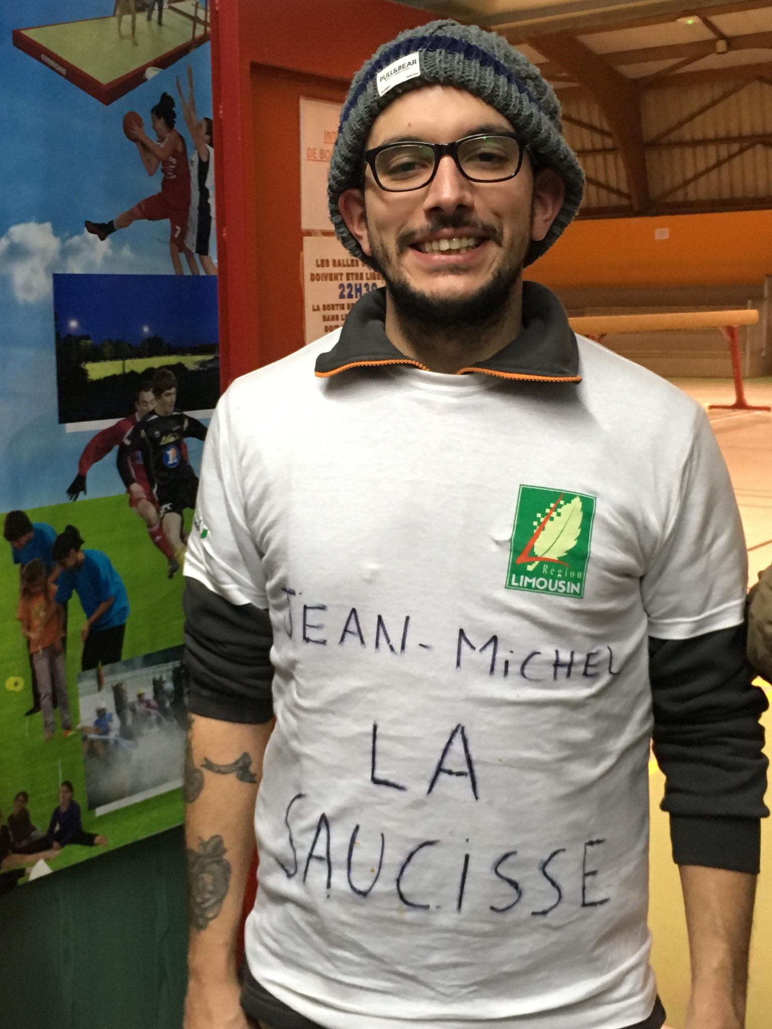 Jean Michel la Saucisse: on se passera de commentaire sur le look!