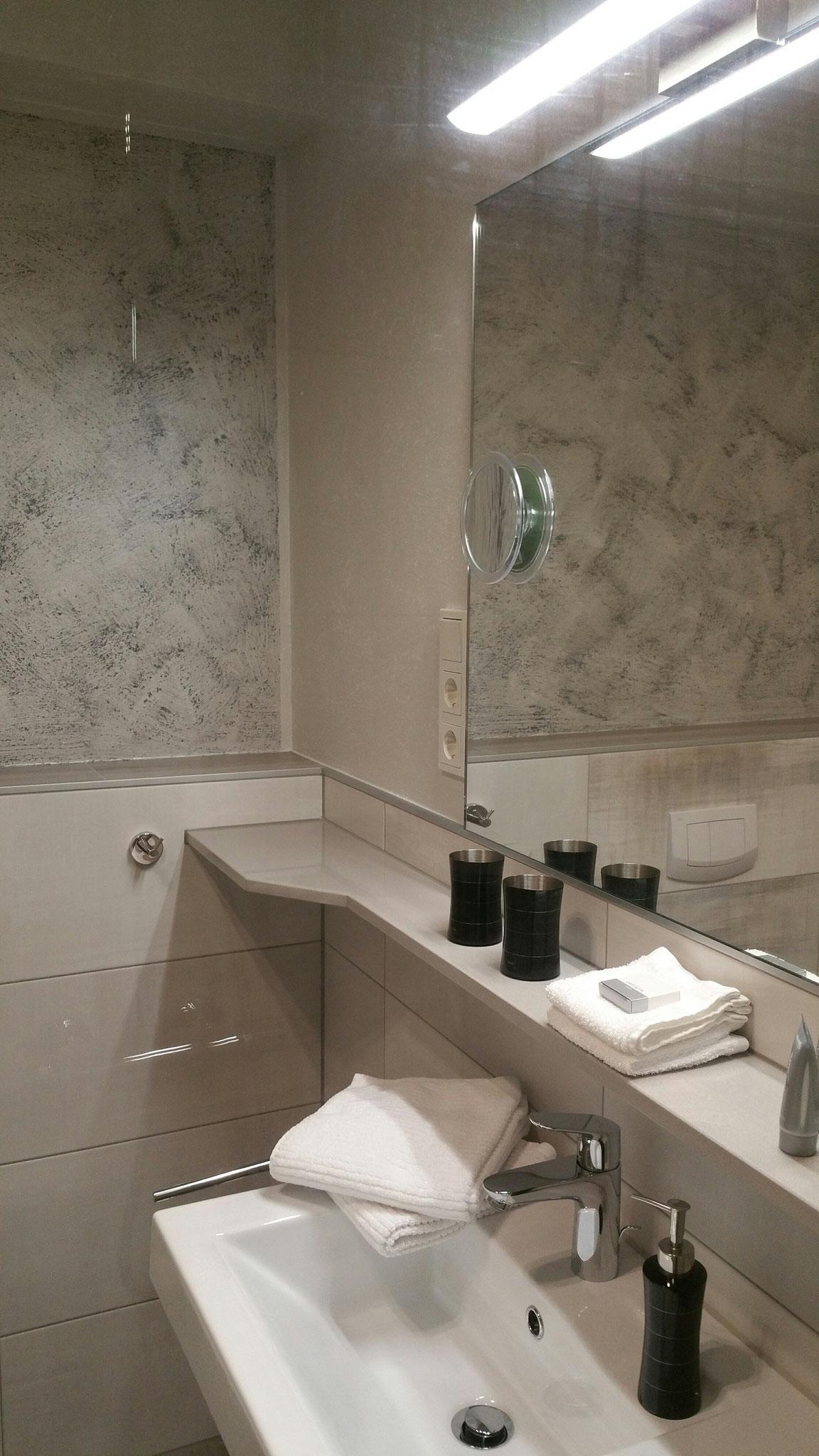 Bad Deluxe Zimmer 2 (begehbare Dusche)