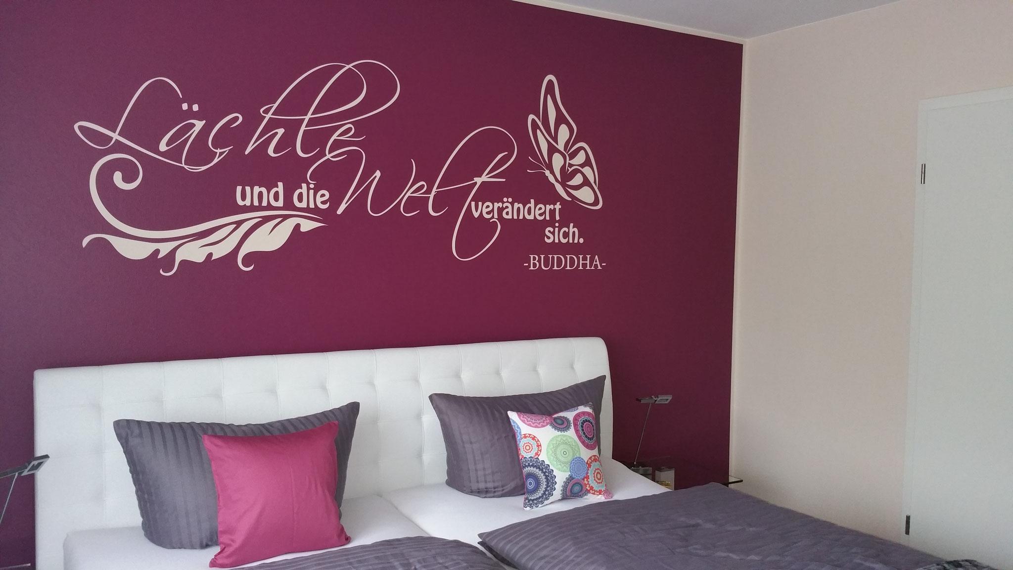 """Deluxe Zimmer 2 - """"Beere"""".... liegt ganz im aktuellen Wohn-Trend!"""