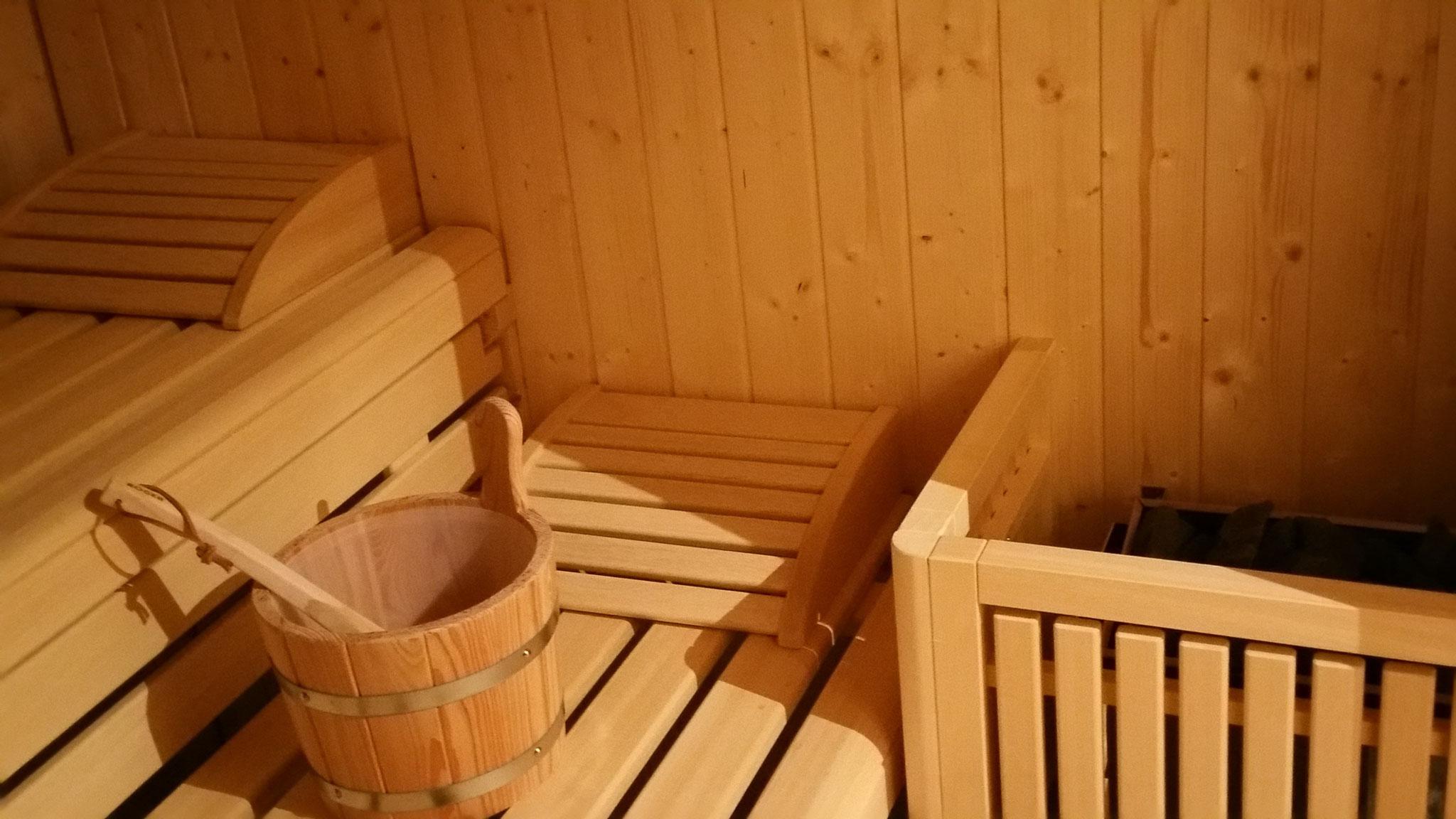 Sauna innen - mit Eckbeleuchtung