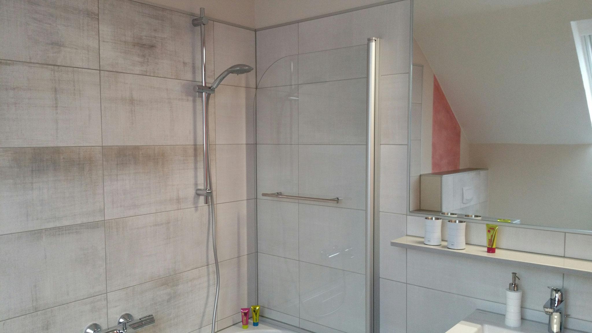 Bad Deluxe Zimmer 7 - Duschen oder baden, was will ich heute?