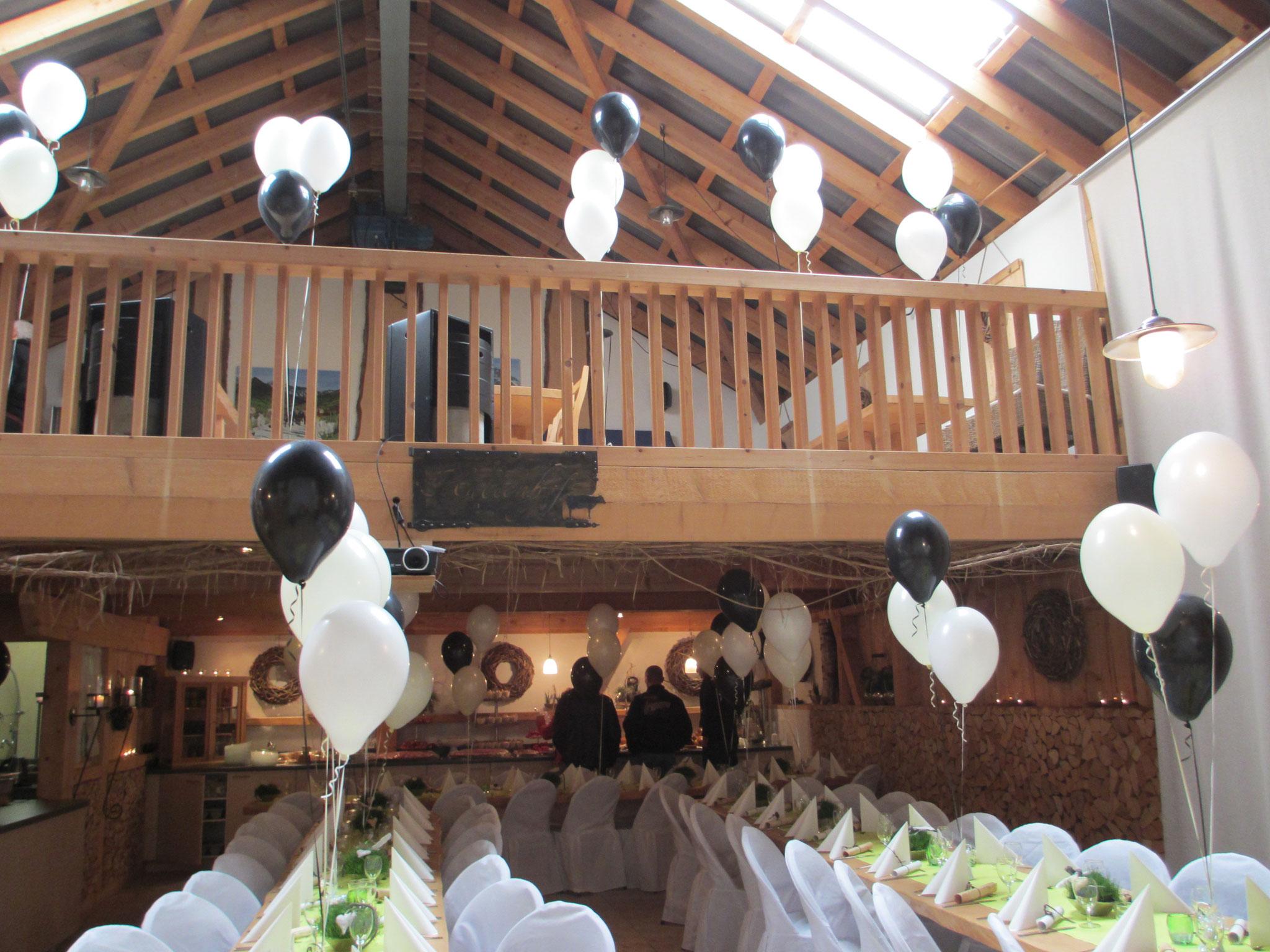 rustikal und pfiffige Deko mit Heliumballons