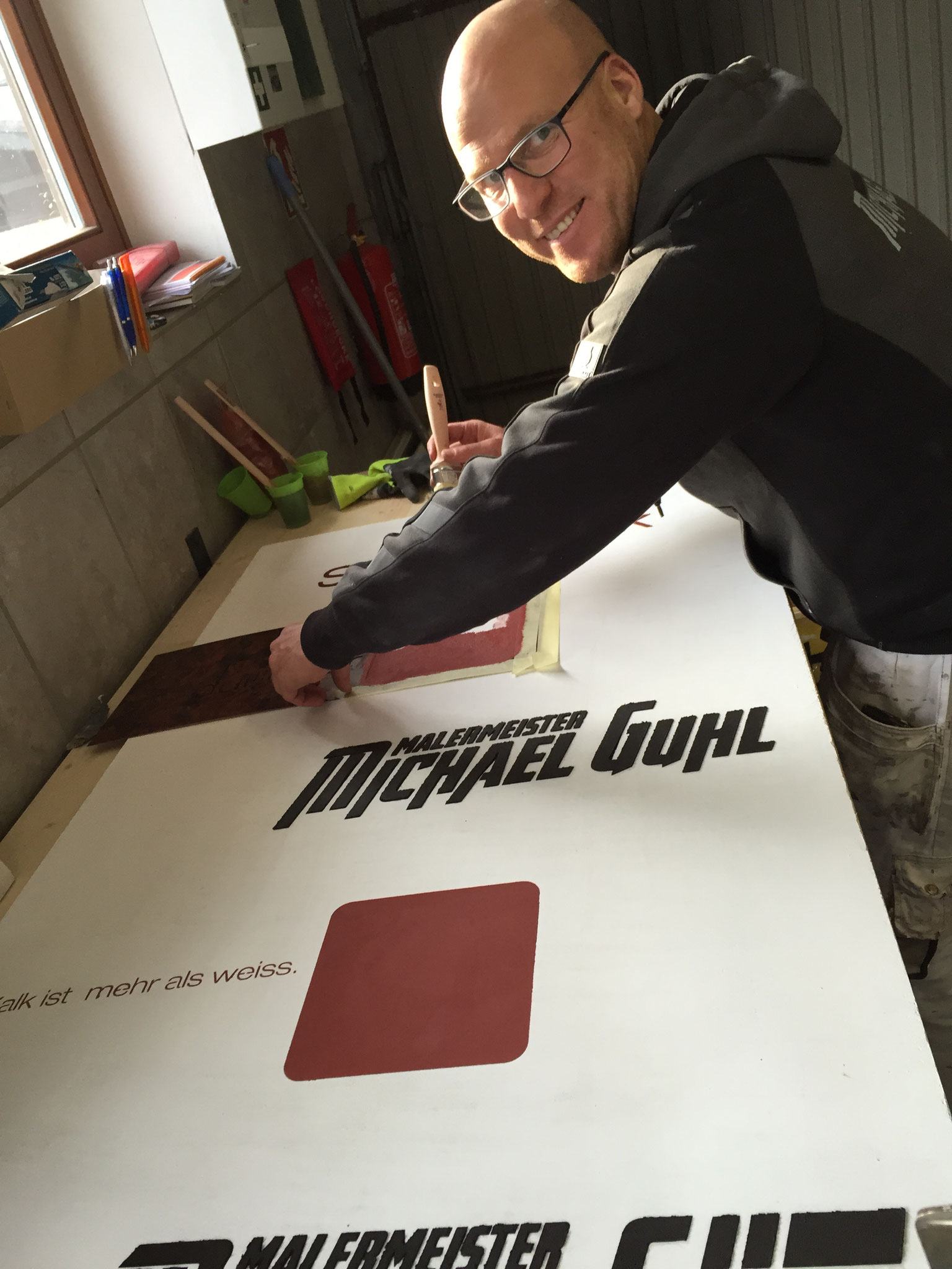 MONUMENTO 2016 Salzburg Messevorbereitung mit Malermeister Michael Gühl ... Messebau ist Handarbeit