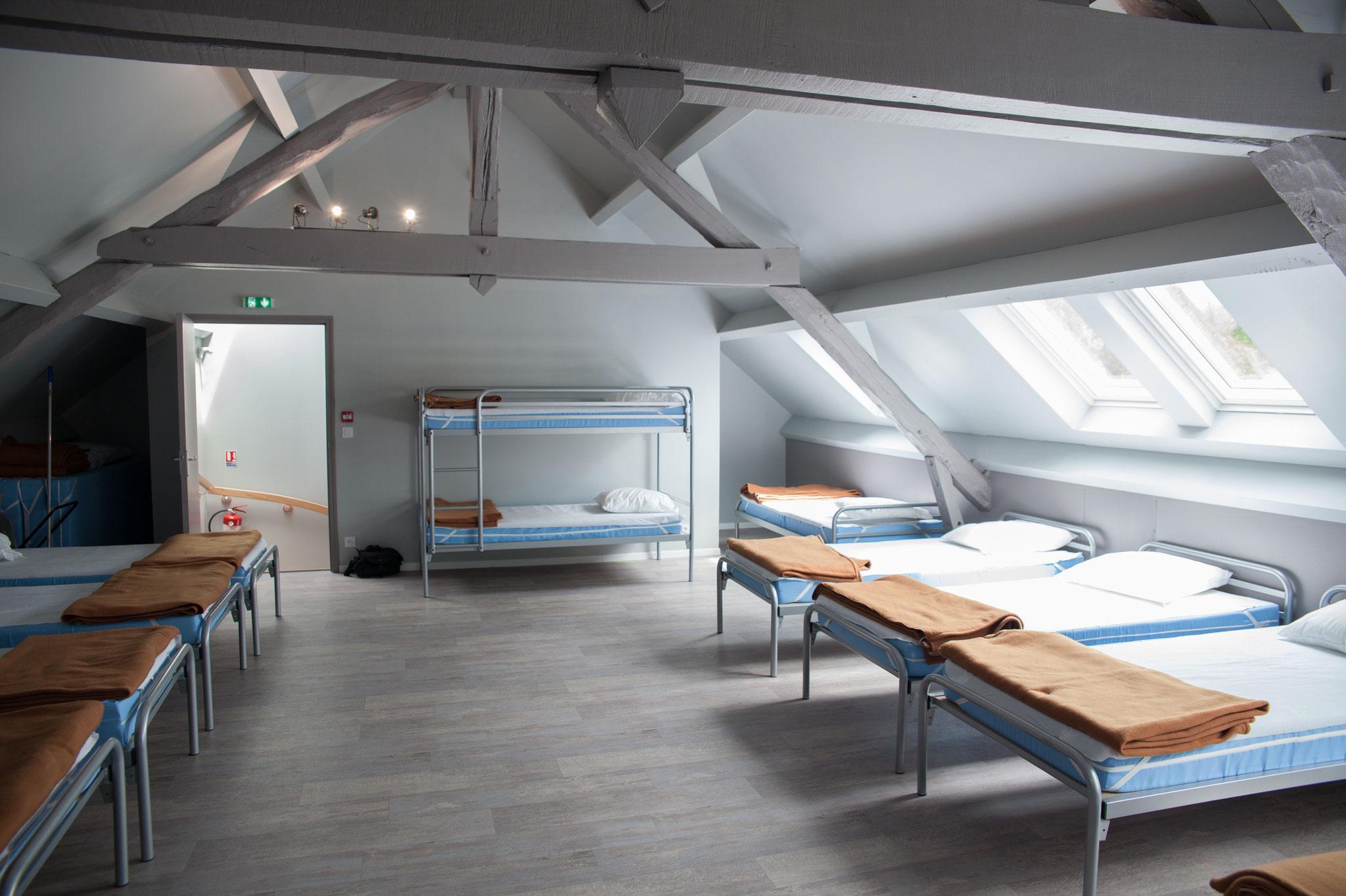 Dortoir 12 couchages + matelas indépendants