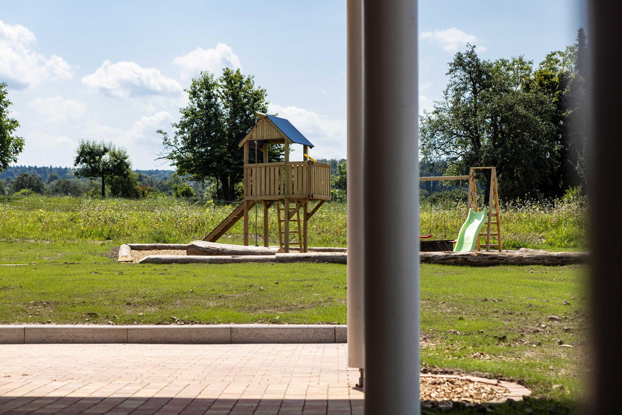 Blick von der Wohnung auf den Kinderspielplatz