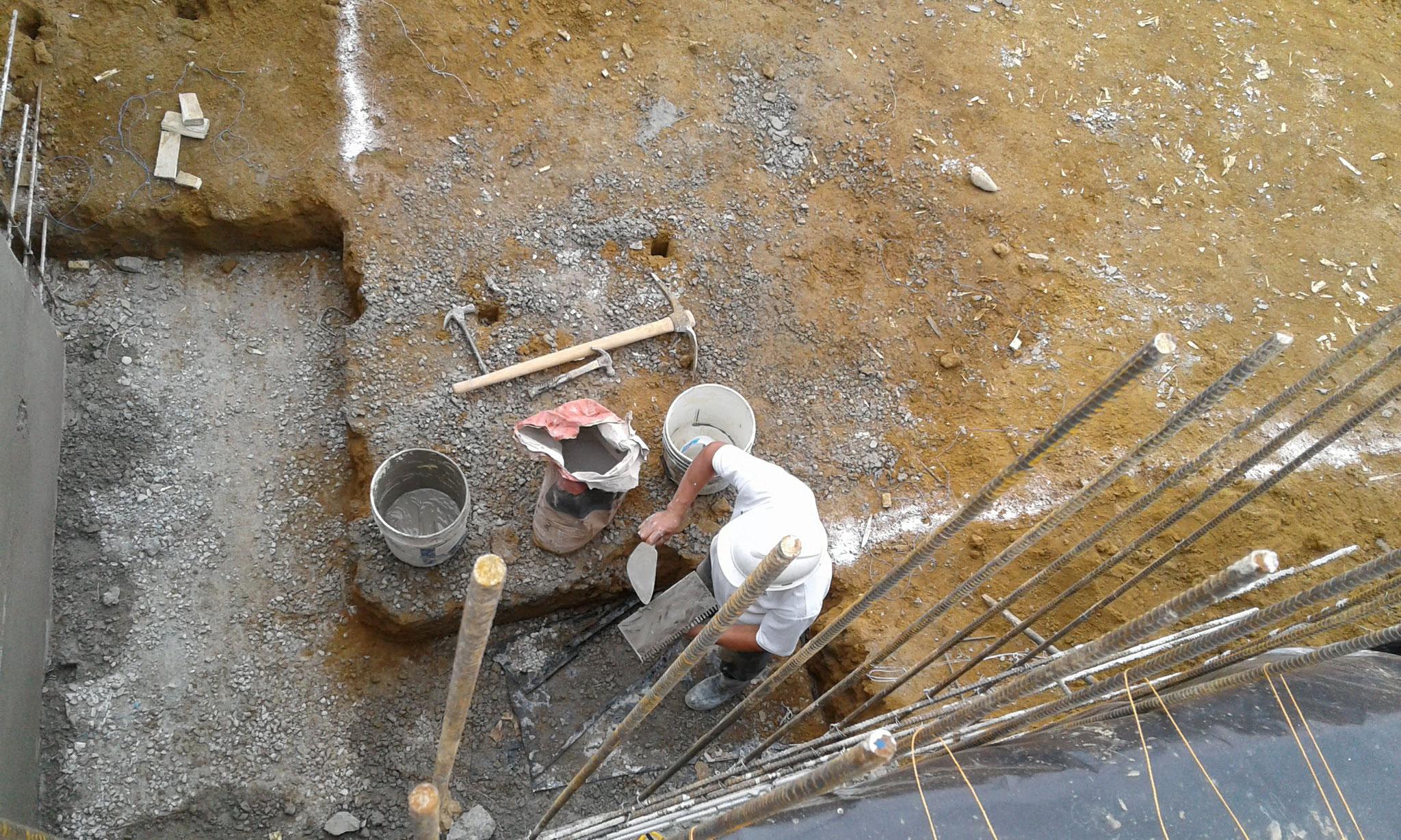 die Eisenstäbe werden gerichtet und gefestigt