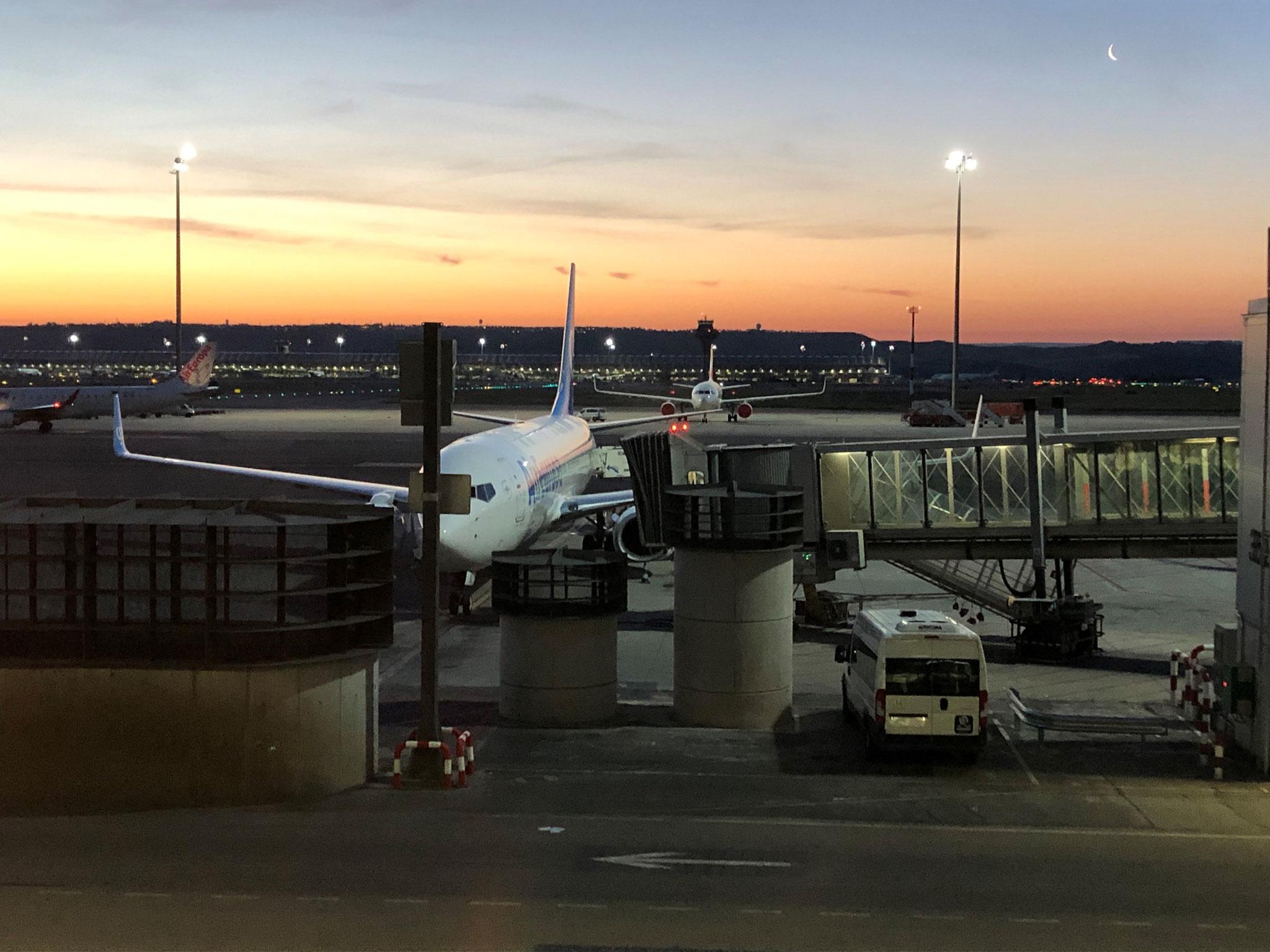 Flughafen Madrid 05:00. Guten Morgen