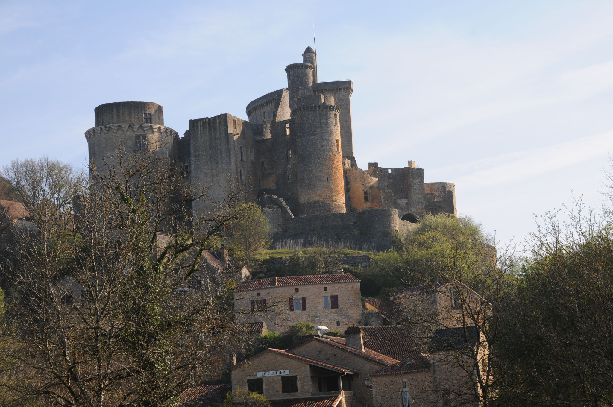 Le château de Bonaguil : vue d'ensemble