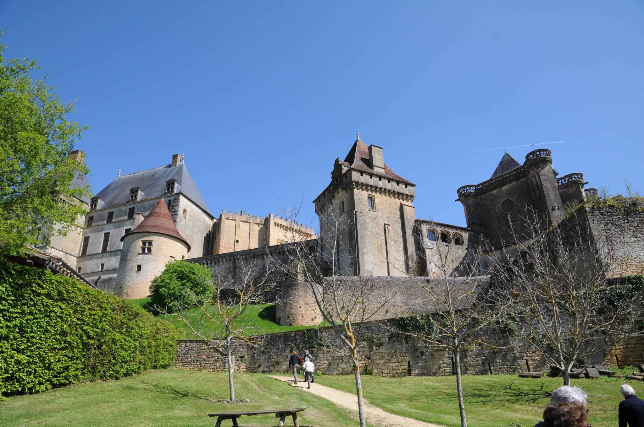 Le château de Biron : vue d'ensemble