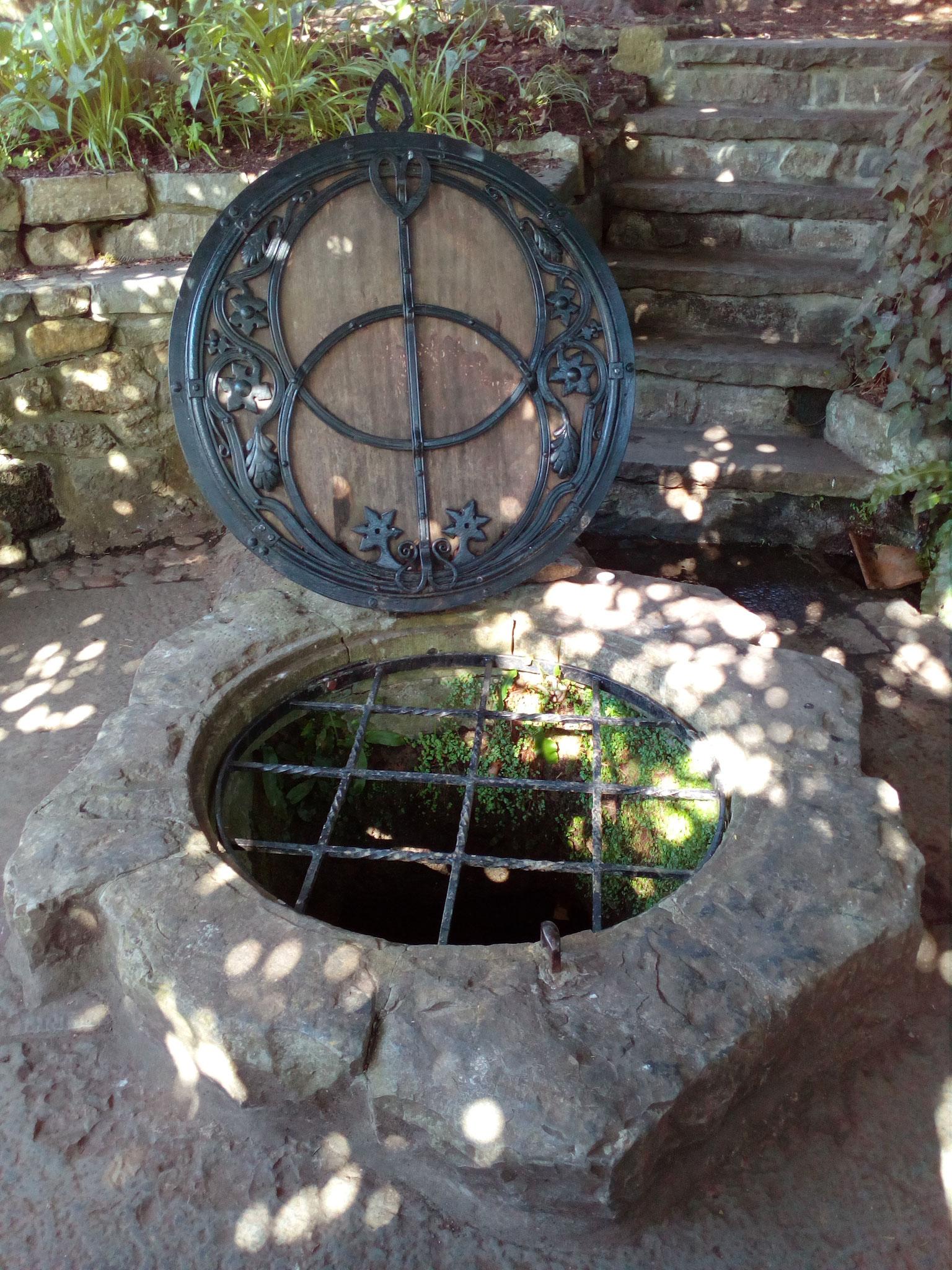 The Well Head mit dem Vesica Piscis Symbol