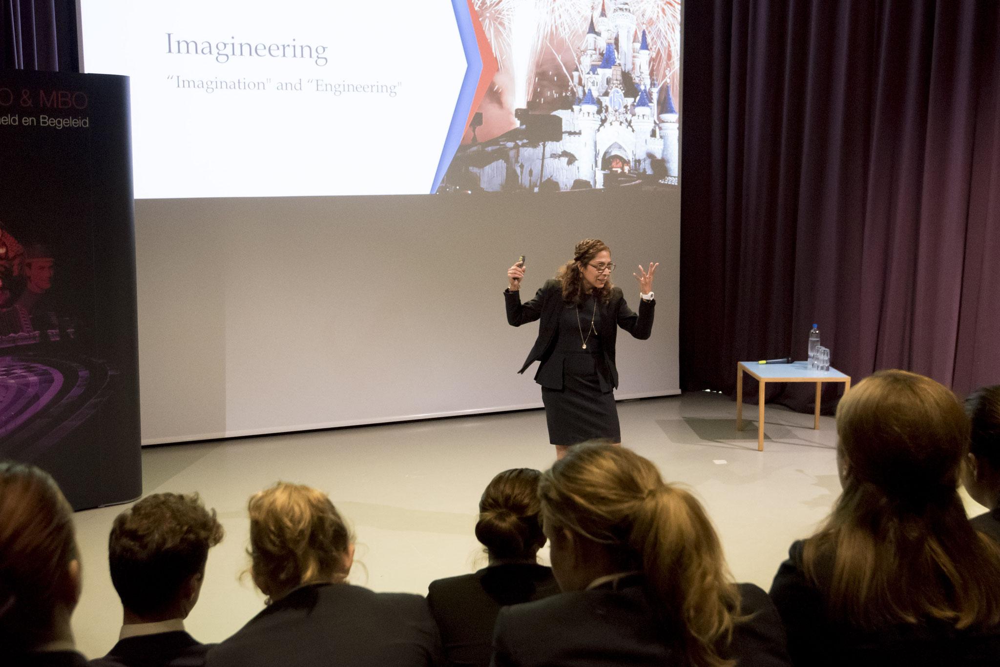 Speech tijdens Kick-Off Junior Project in het Nieuwe Instituut | © EuroCollege